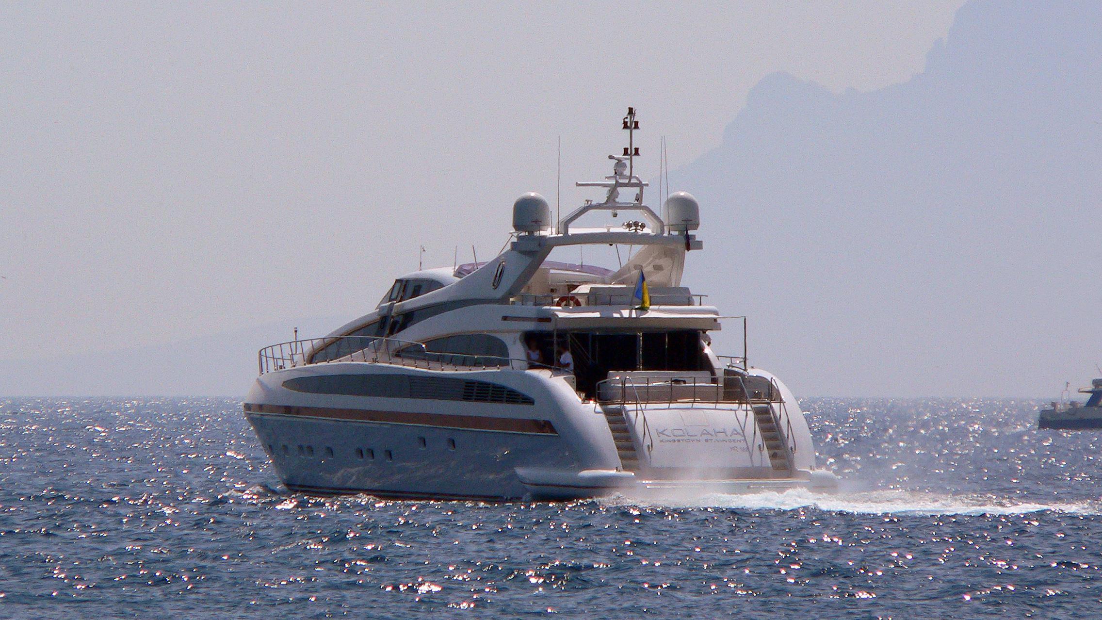 samja-motor-yacht-isa-133-2004-41m-cruising-stern