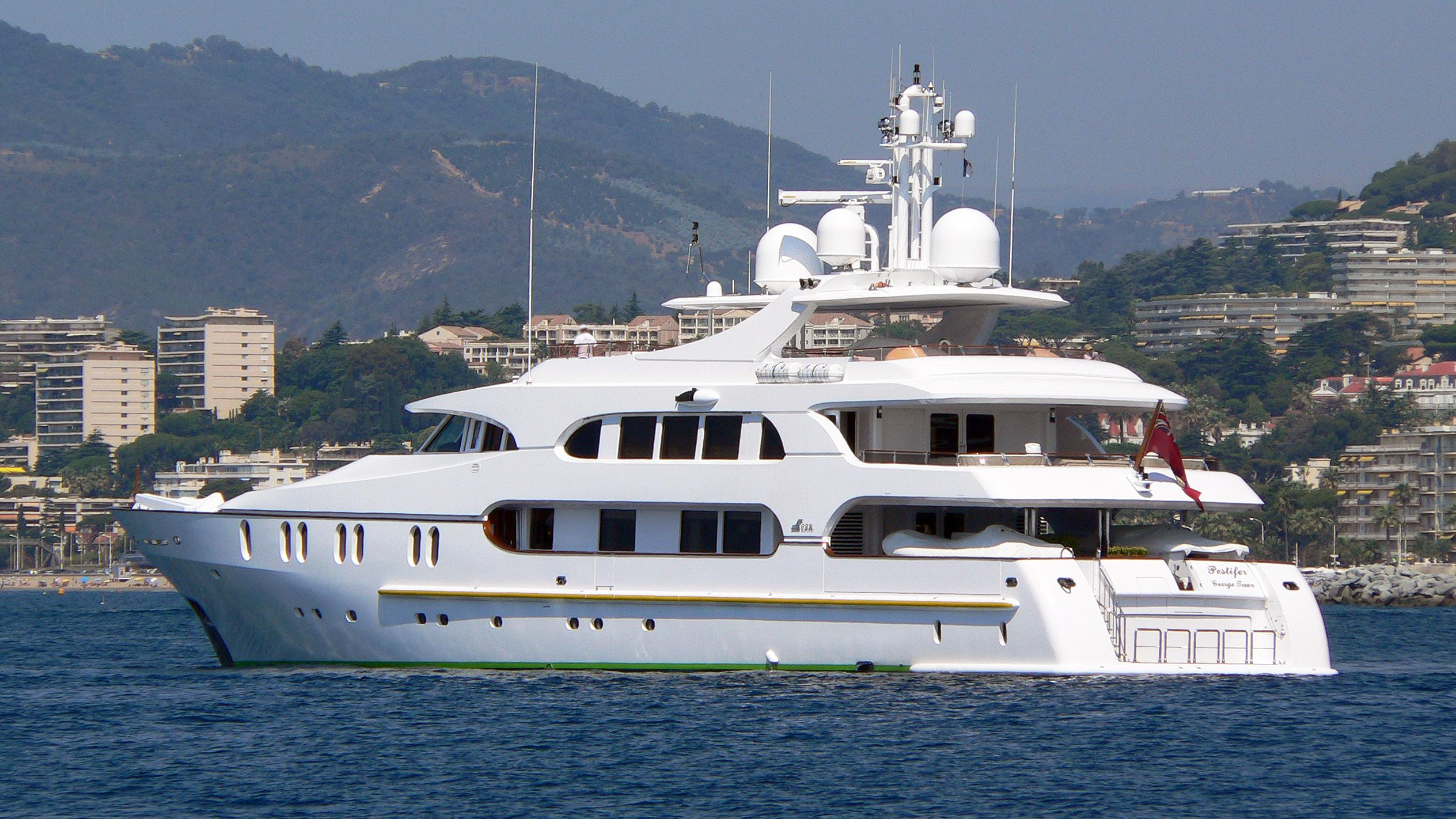 dr-no-no-motoryacht-crn-1998-50m-stern