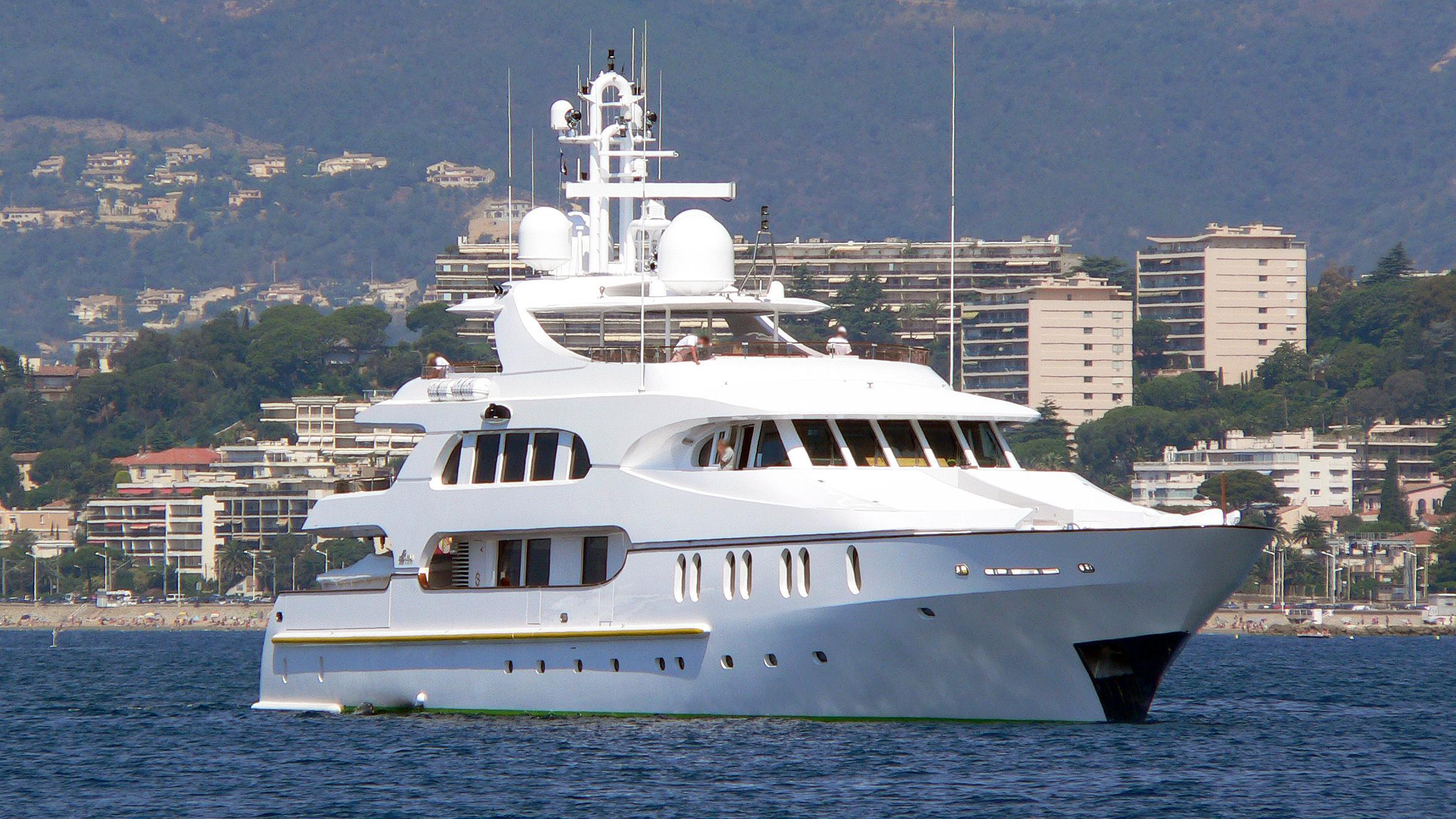 dr-no-no-motoryacht-crn-1998-50m-half-profile