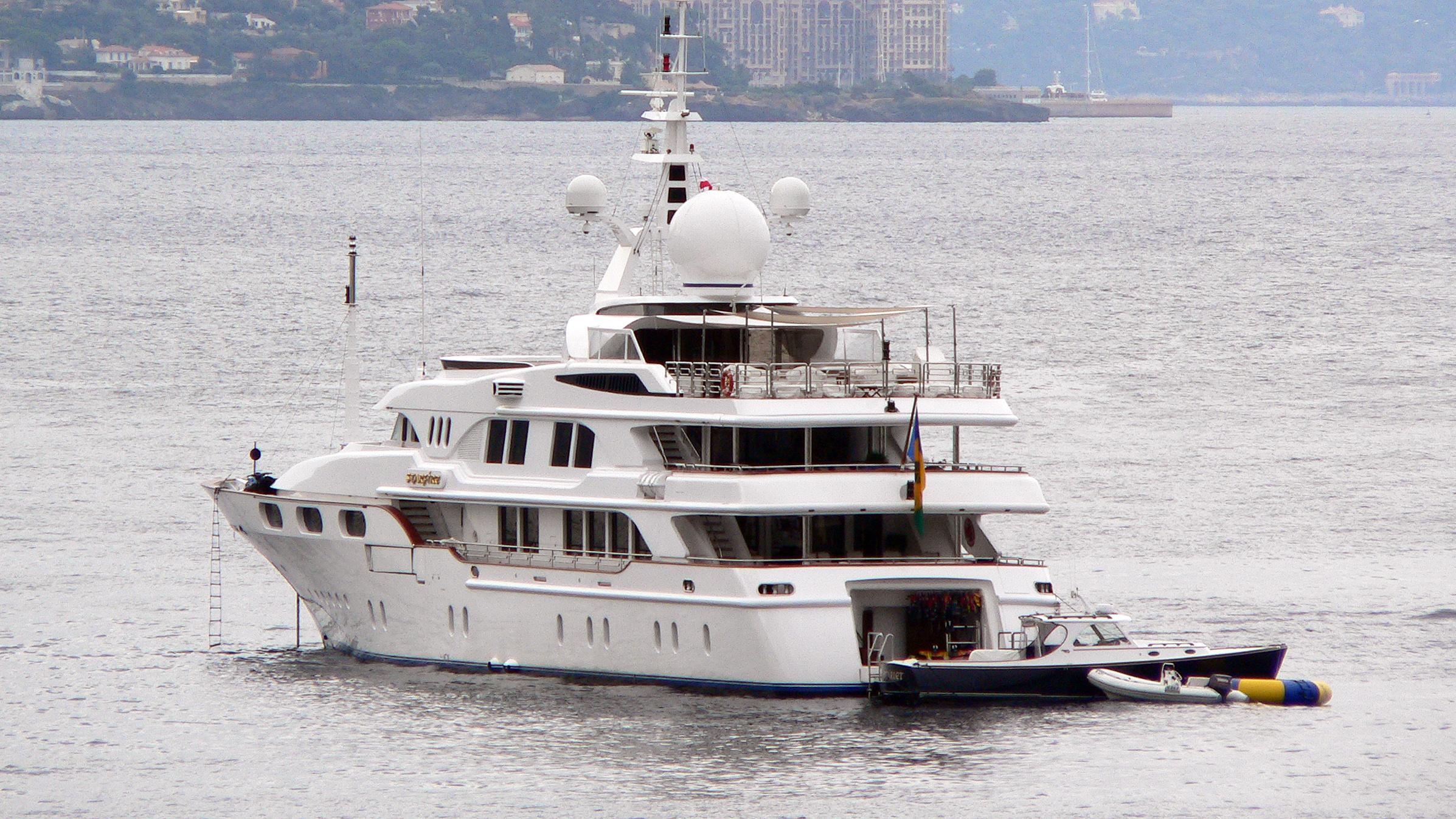 starfire-motor-yacht-benetti-1998-54m-stern