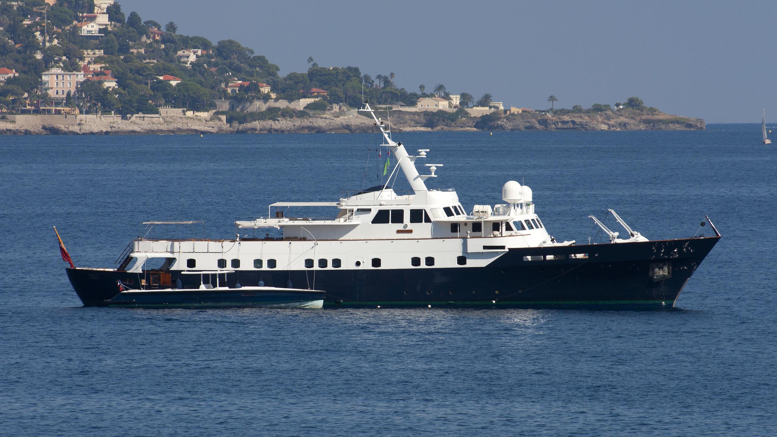 tanit-motor-yacht-camper-nicholsons-1967-46m-profile