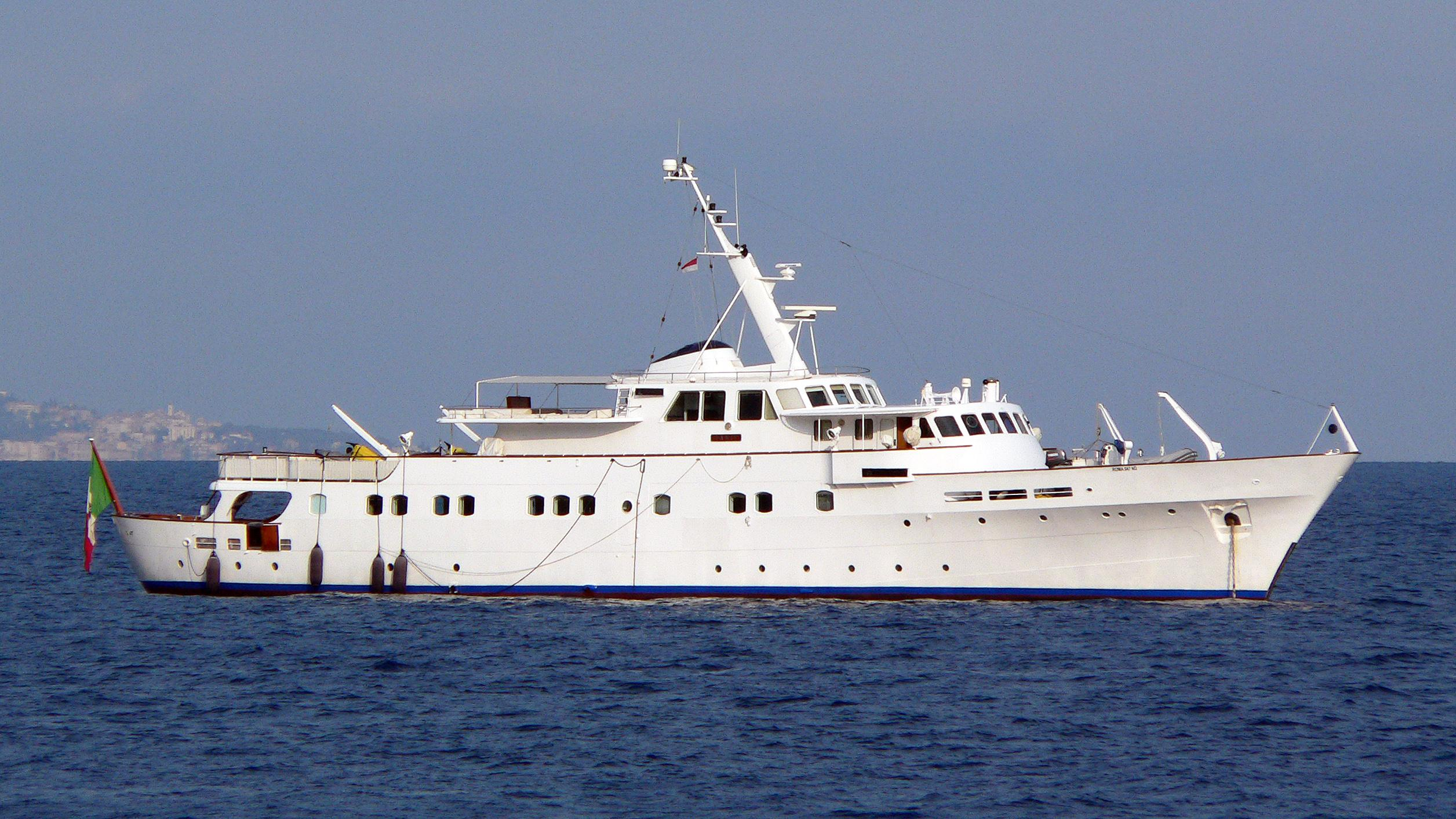 tanit-motor-yacht-camper-nicholsons-1967-46m-before-refit