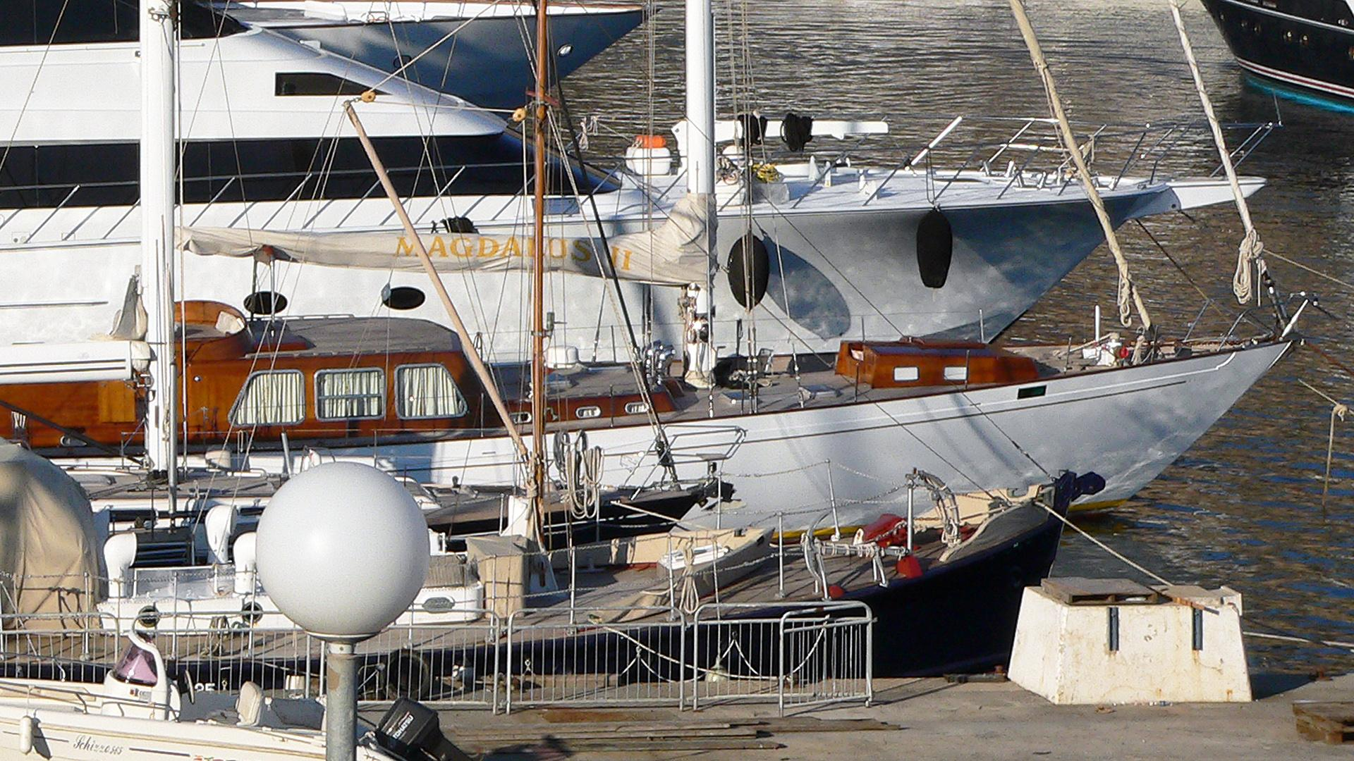 magdalus-secondo-motor-yacht-sangermani-1971-26m-moored-bow-profile