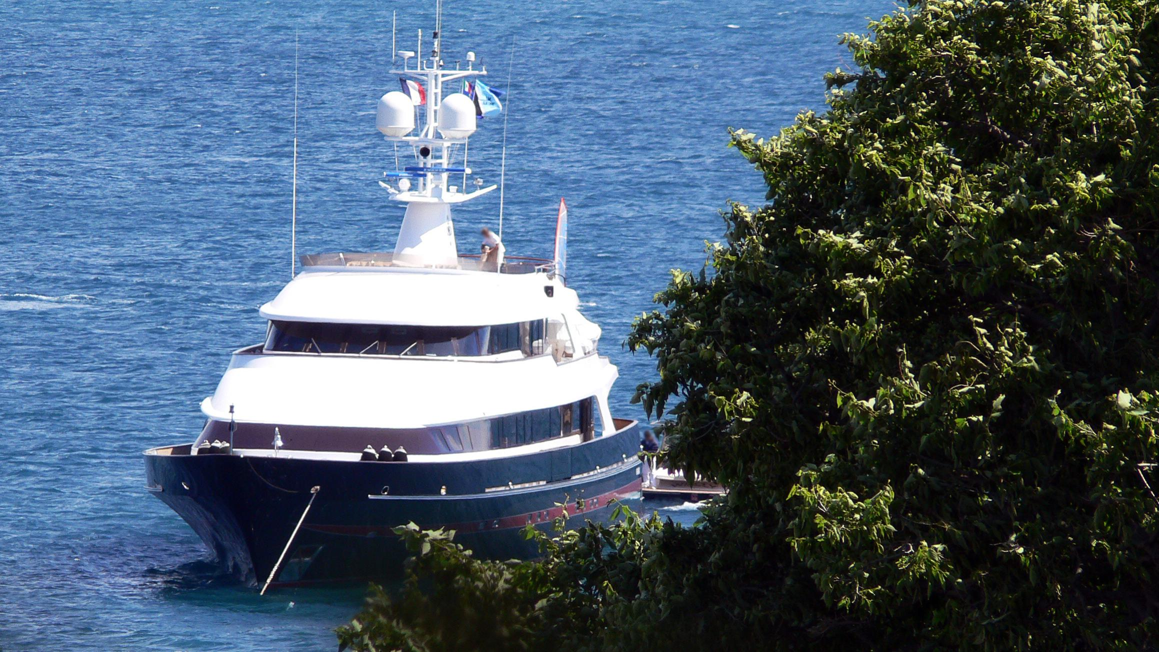 tm-blue-one-motor-yacht-picchiotti-1988-46m-bow