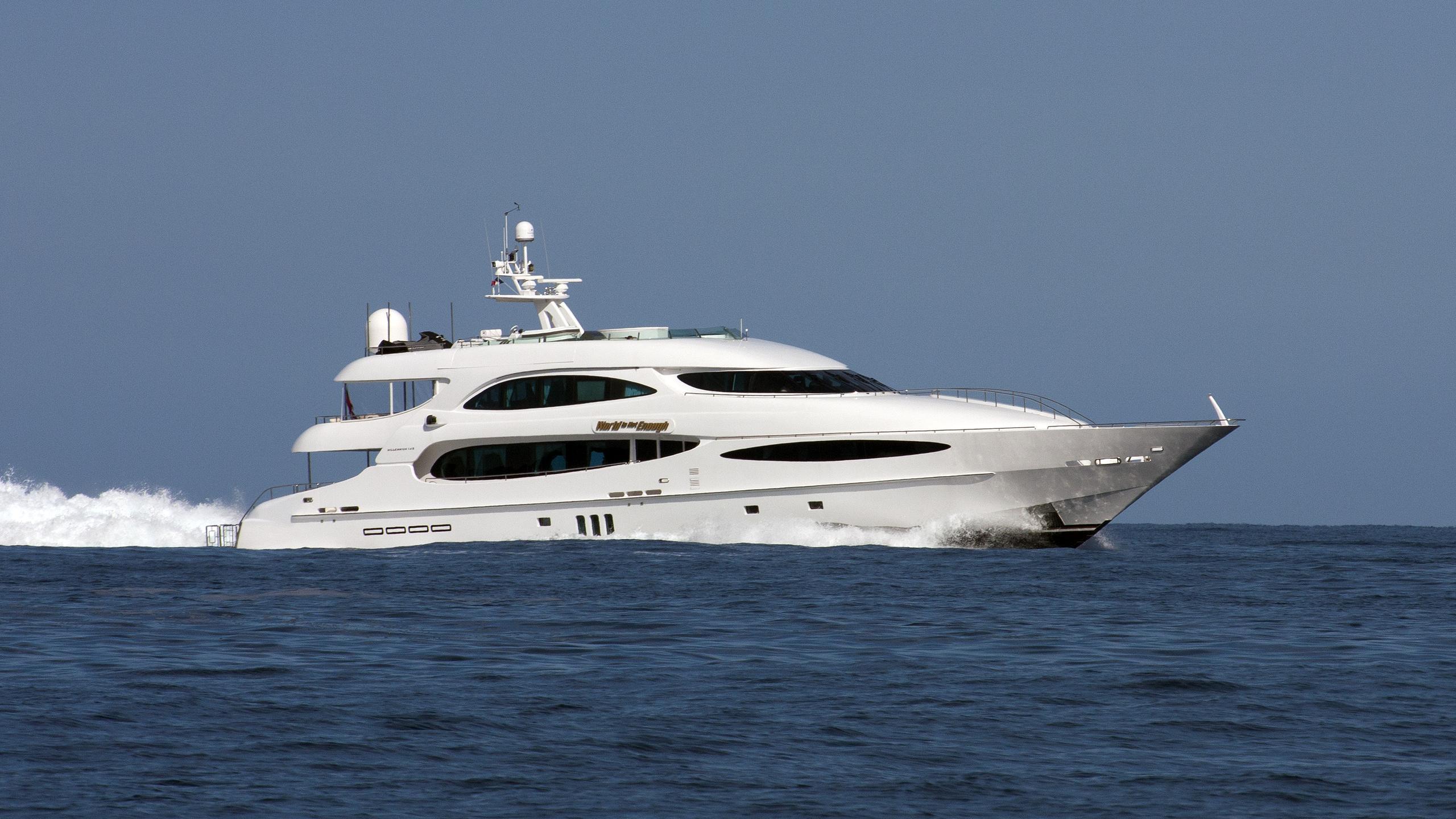 world-is-not-enough-motor-yacht-neptunus-millenium-140-2004-42m-profile-cruising