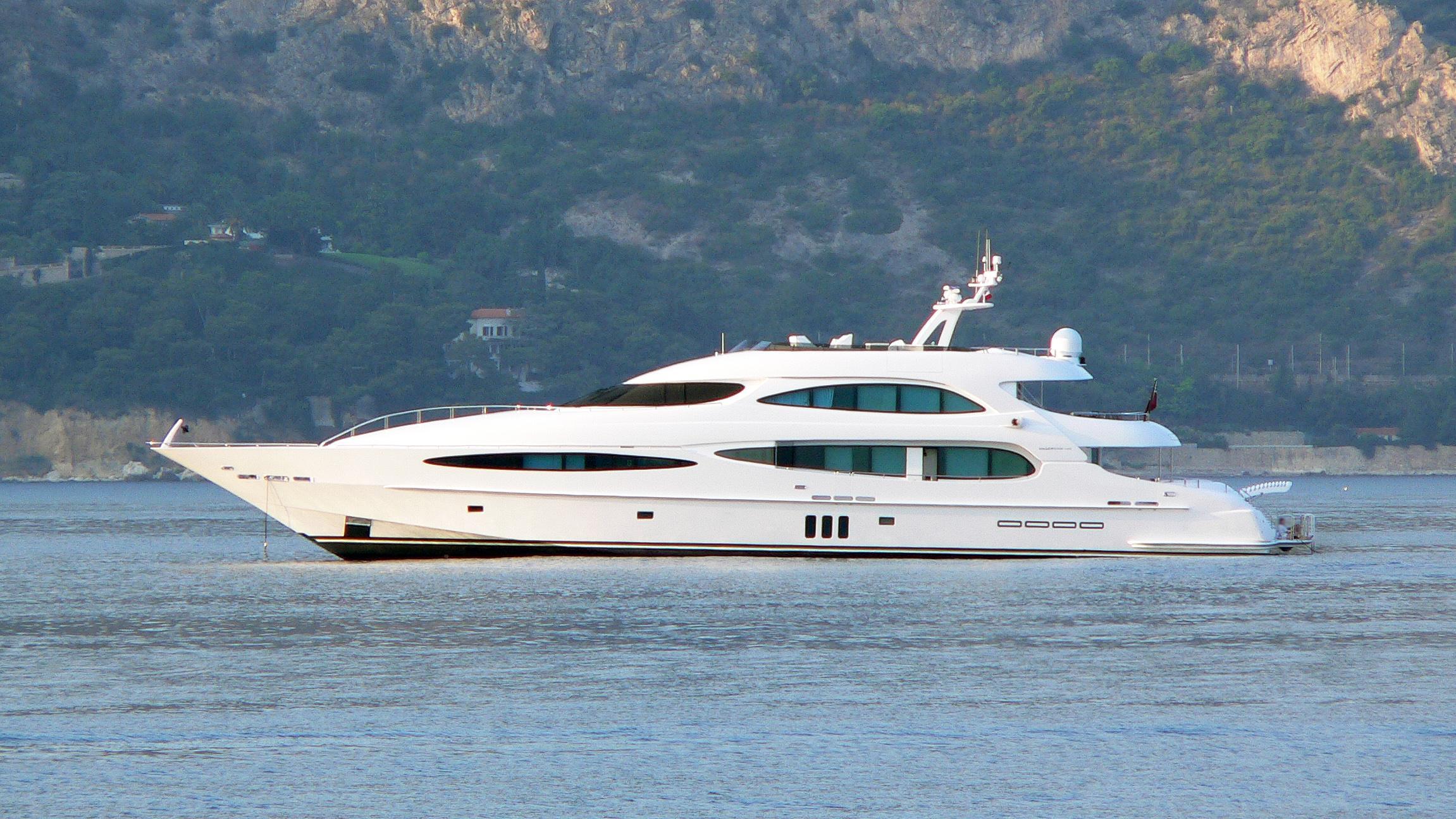 world-is-not-enough-motor-yacht-neptunus-millenium-140-2004-42m-profile-before-refit