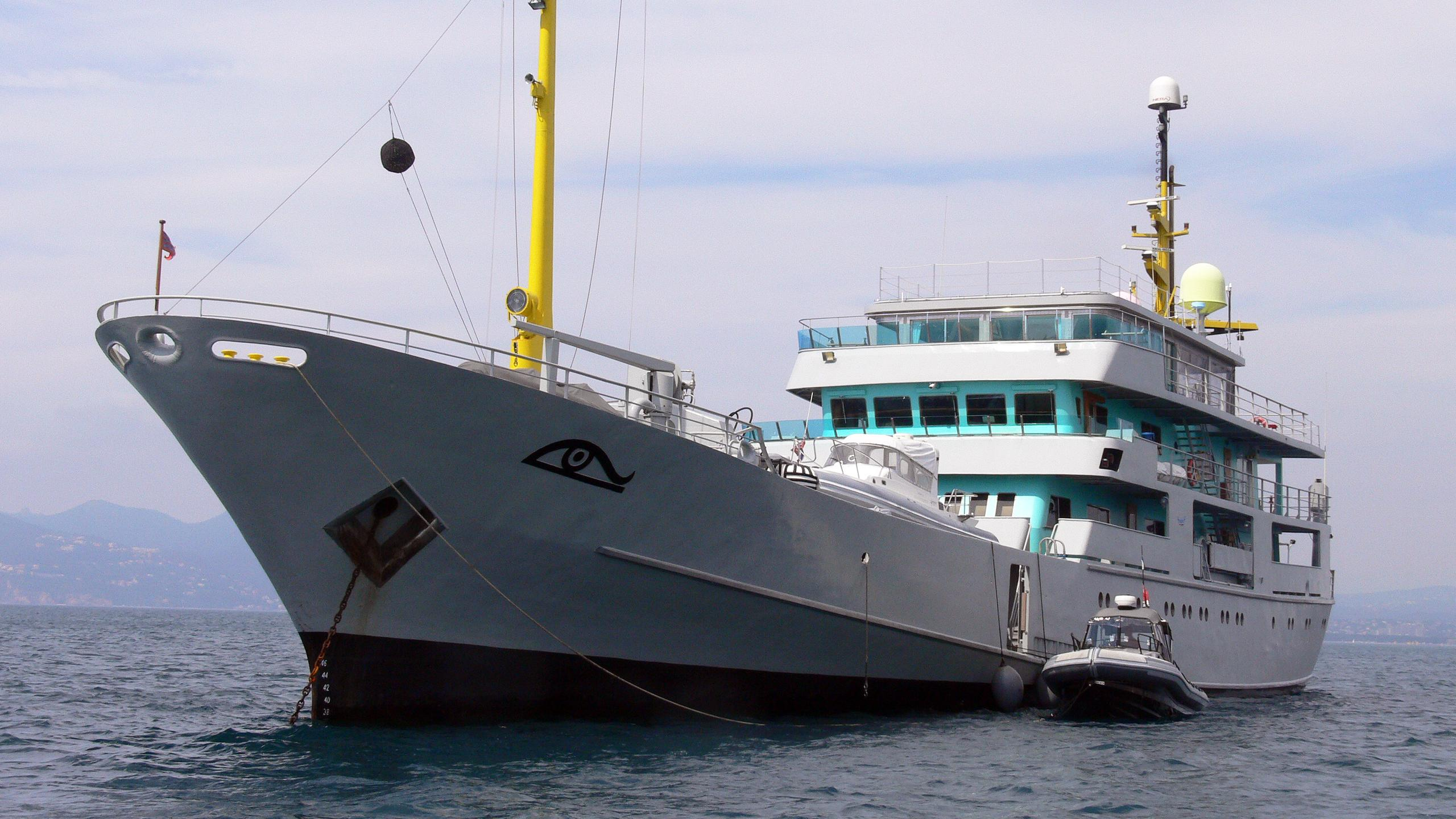 amazon-express-explorer-yacht-arsenale-venice-1966-67m-half-profile