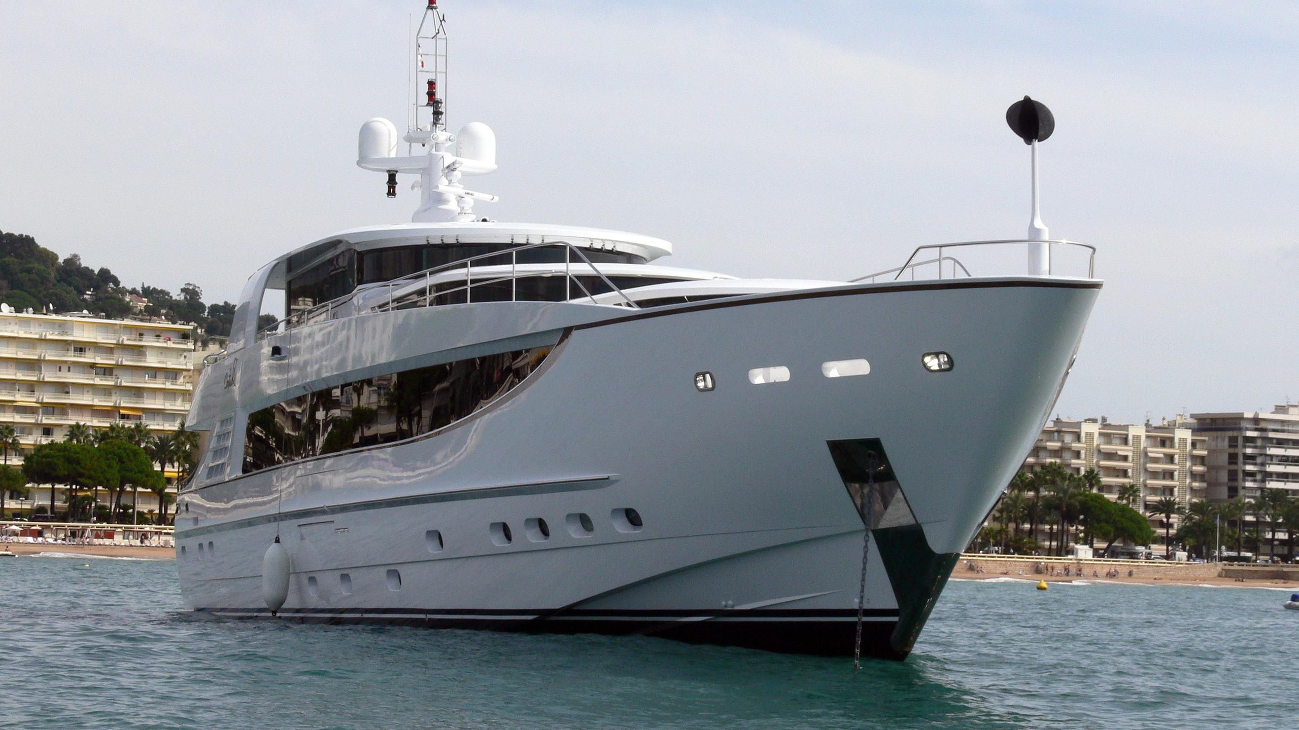 seva-motor-yacht-kaiserwerft-baron-40-5-2006-41m-profile-bow
