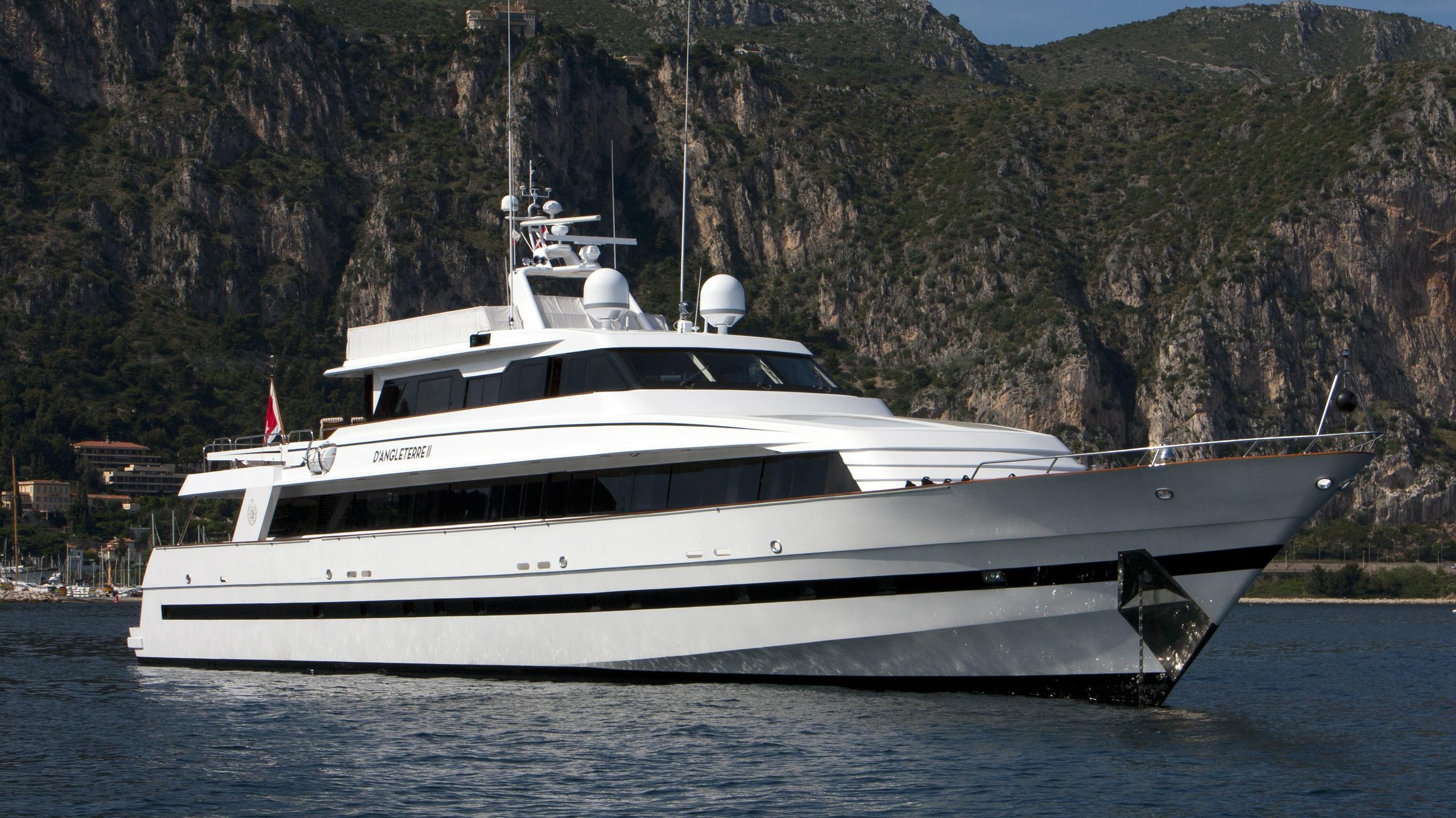 d-angleterre-ii-de-copenhague-motor-yacht-w-a-souter-son-1986-42m-bow