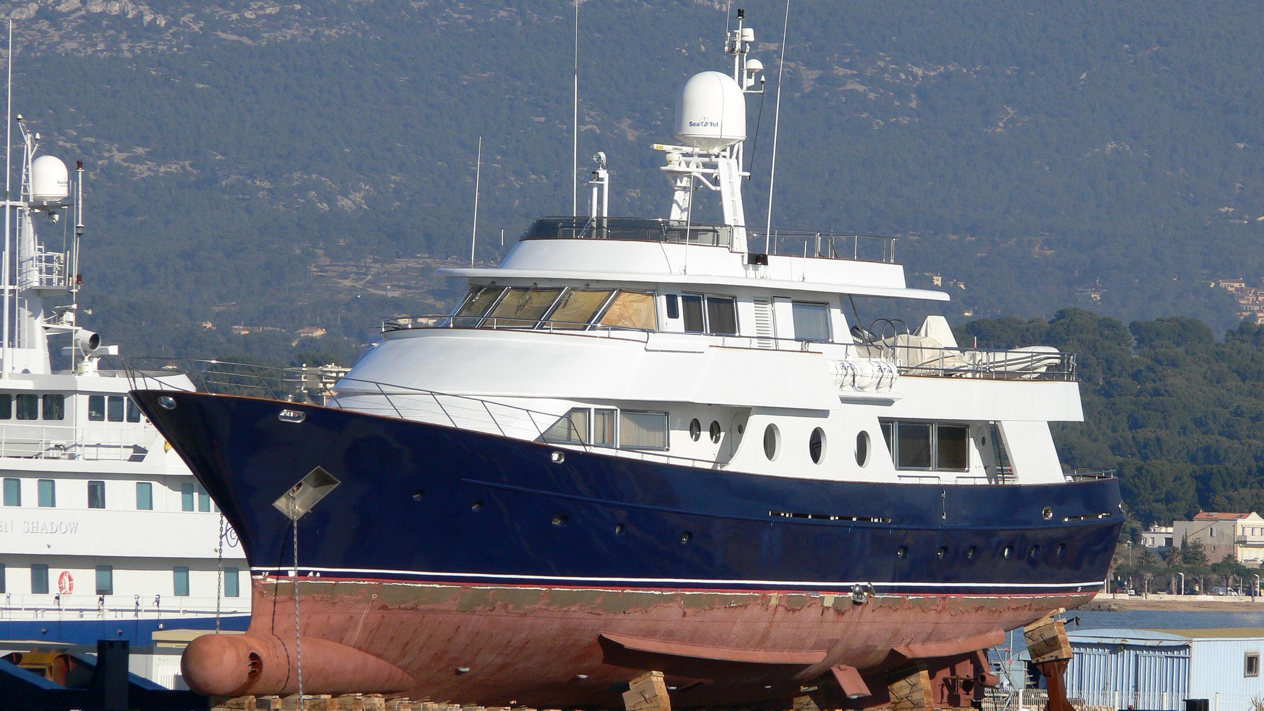 fayza-motor-yacht-nuevo-vulcano-1980-37m-dock
