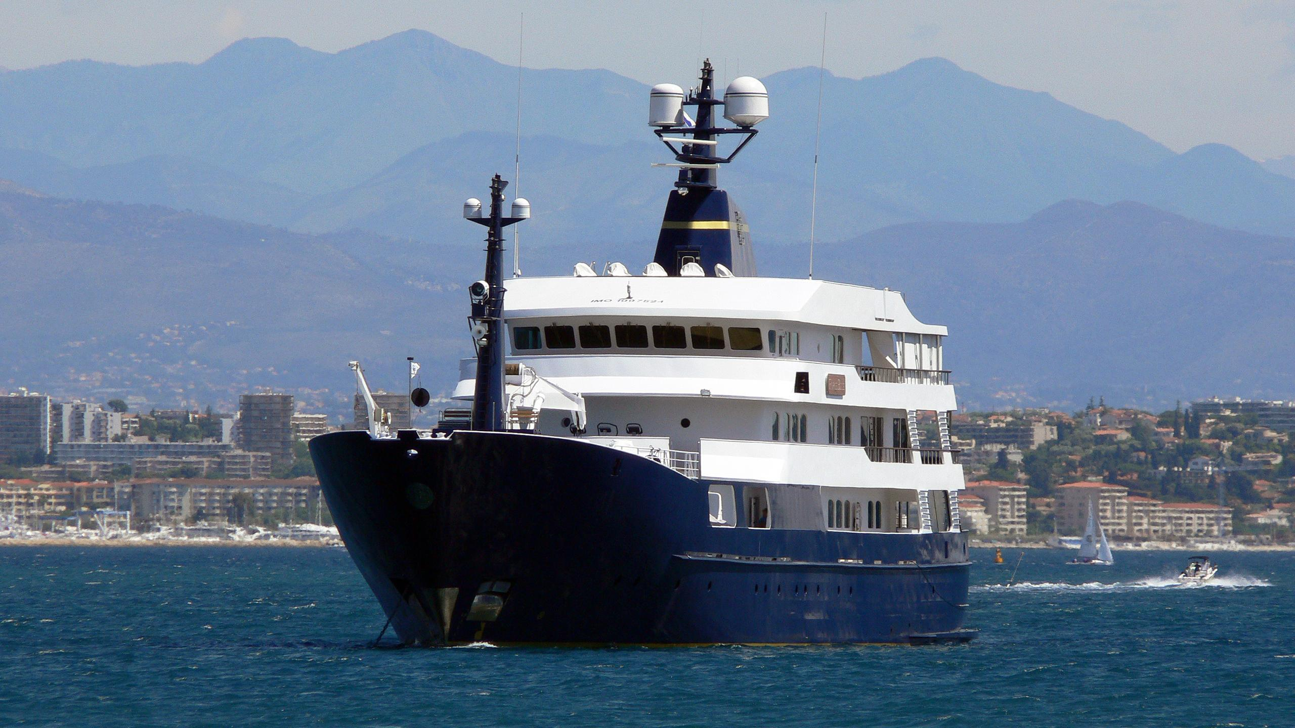 force-blue-explorer-yacht-royal-denship-assens-2002-63m-bow