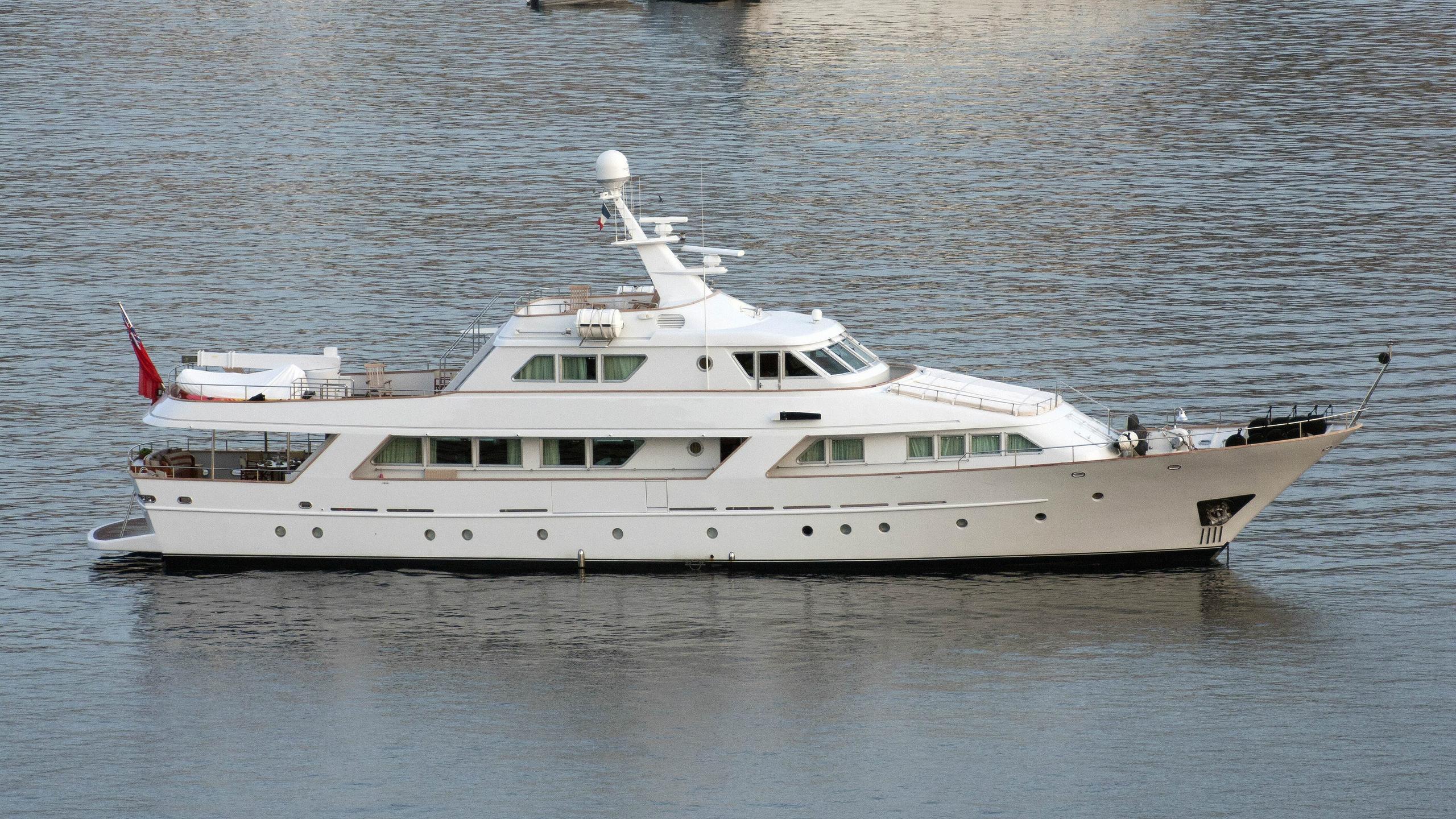 freemont-motor-yacht-benetti-1983-34m-profile