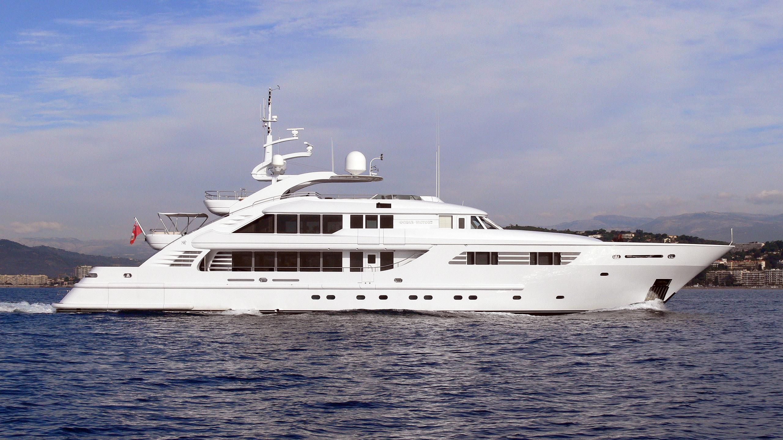 happy-days-motor-yacht-isa-470-2004-47m-profile