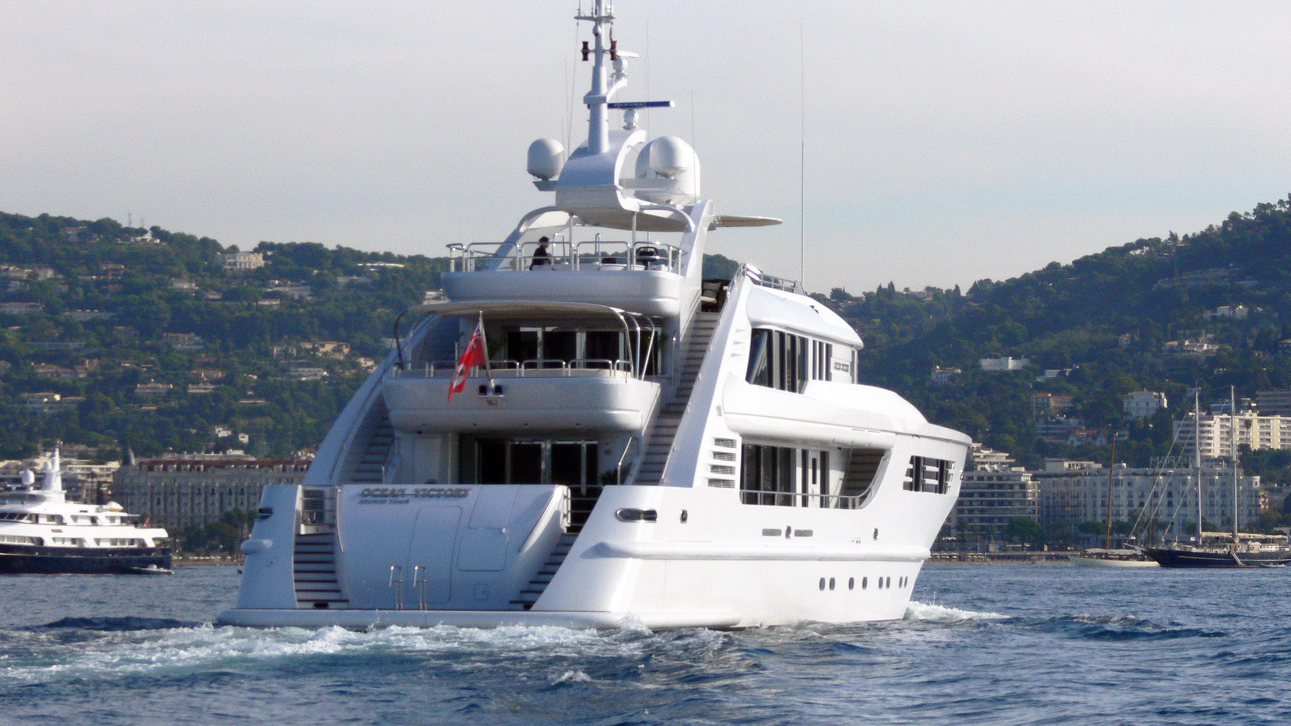 happy-days-motor-yacht-isa-470-2004-47m-stern