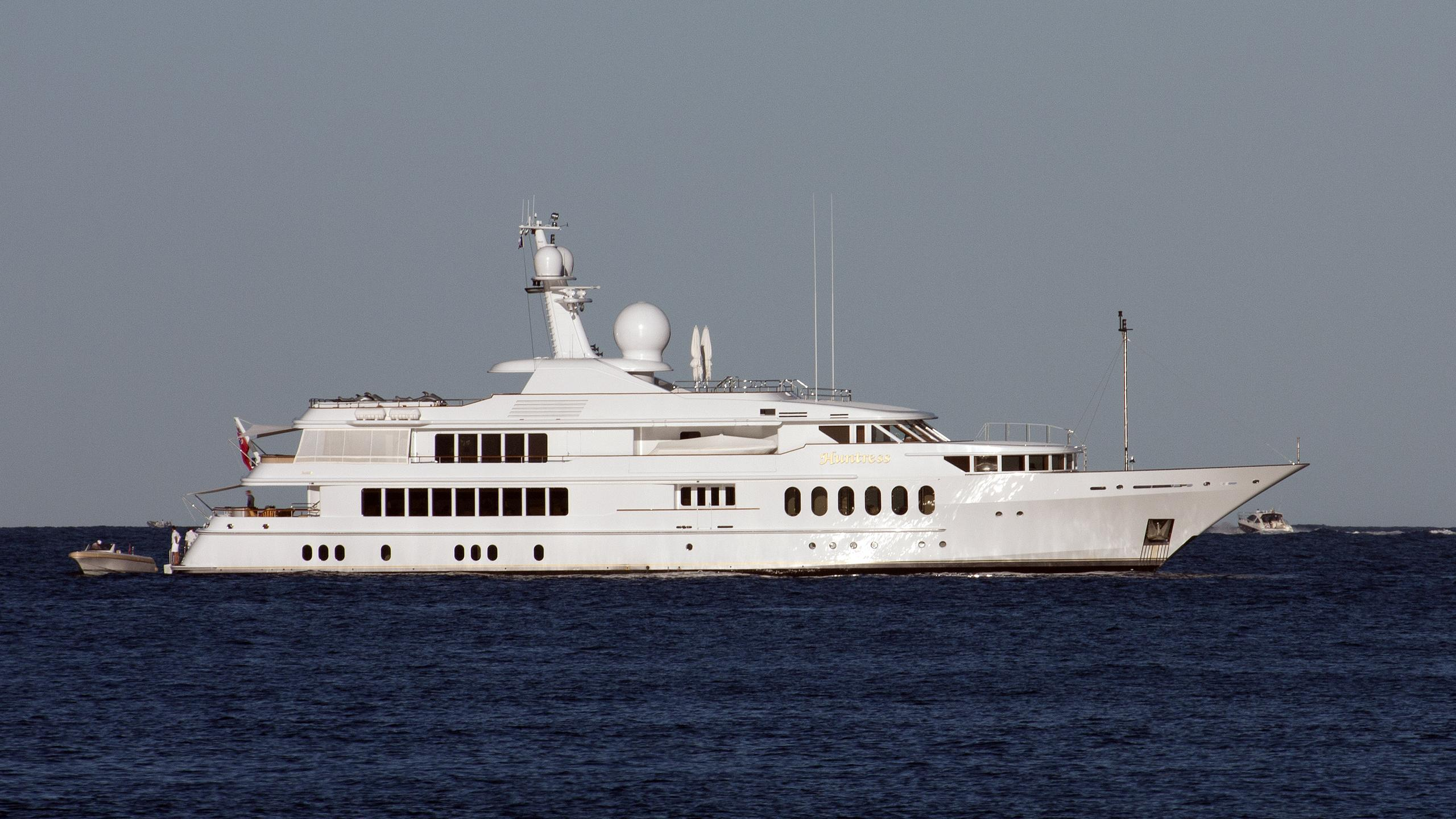 sea-huntress-huntress-motor-yacht-feadship-1997-55m-profile