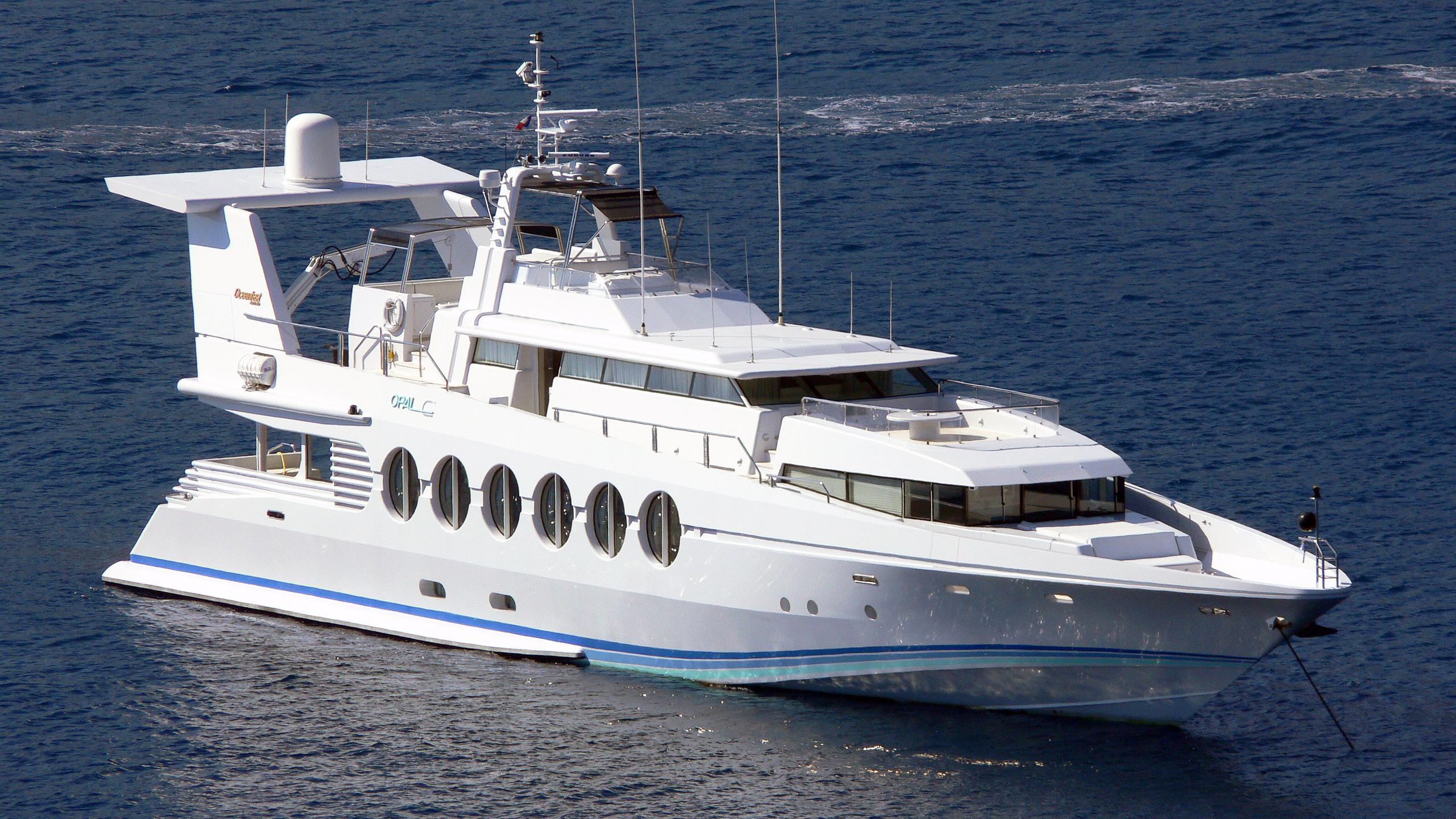 lady-arraya-motor-yacht-oceanfast-1990-40m-stern
