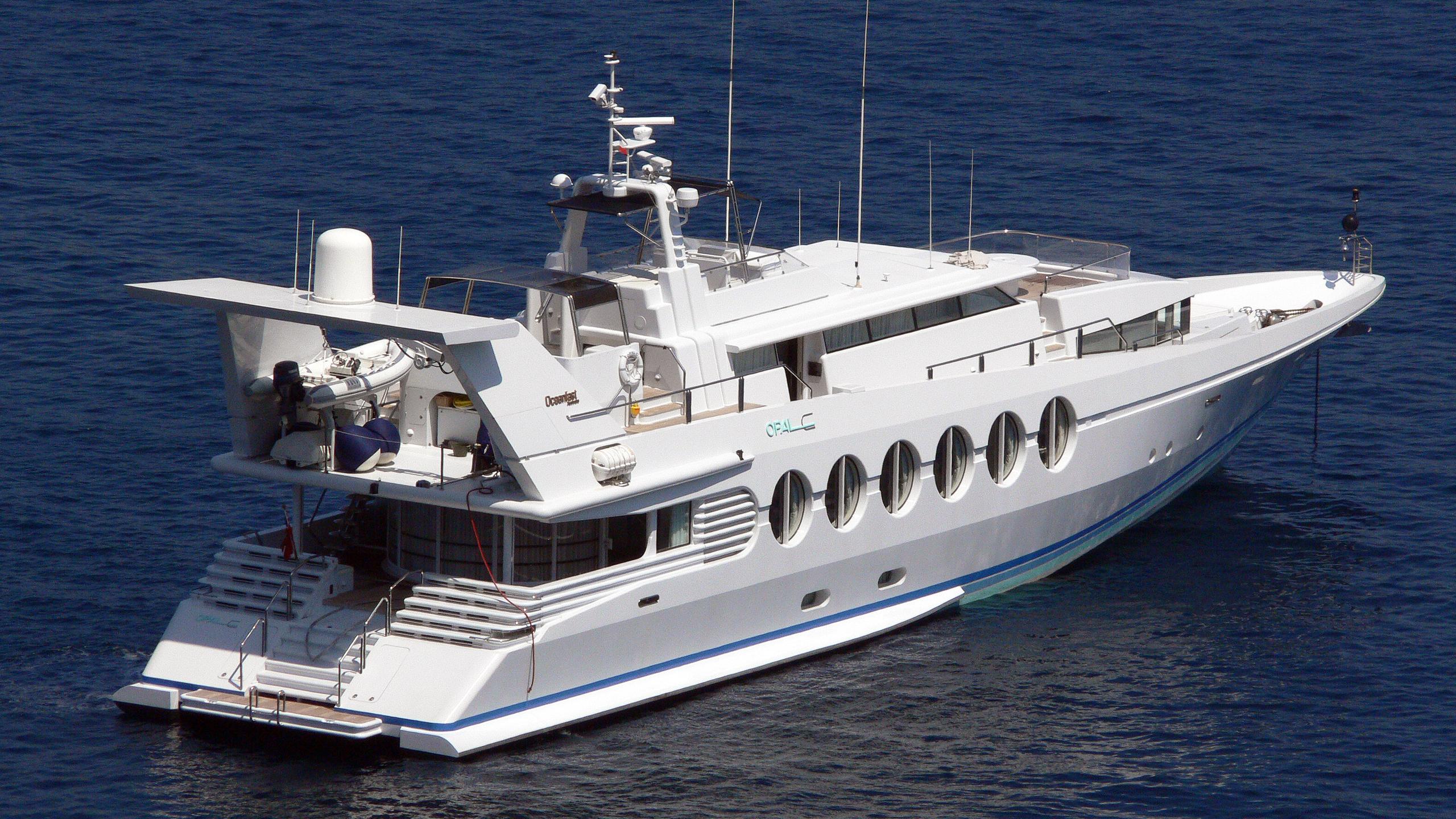 lady-arraya-motor-yacht-oceanfast-1990-40m-half-profile