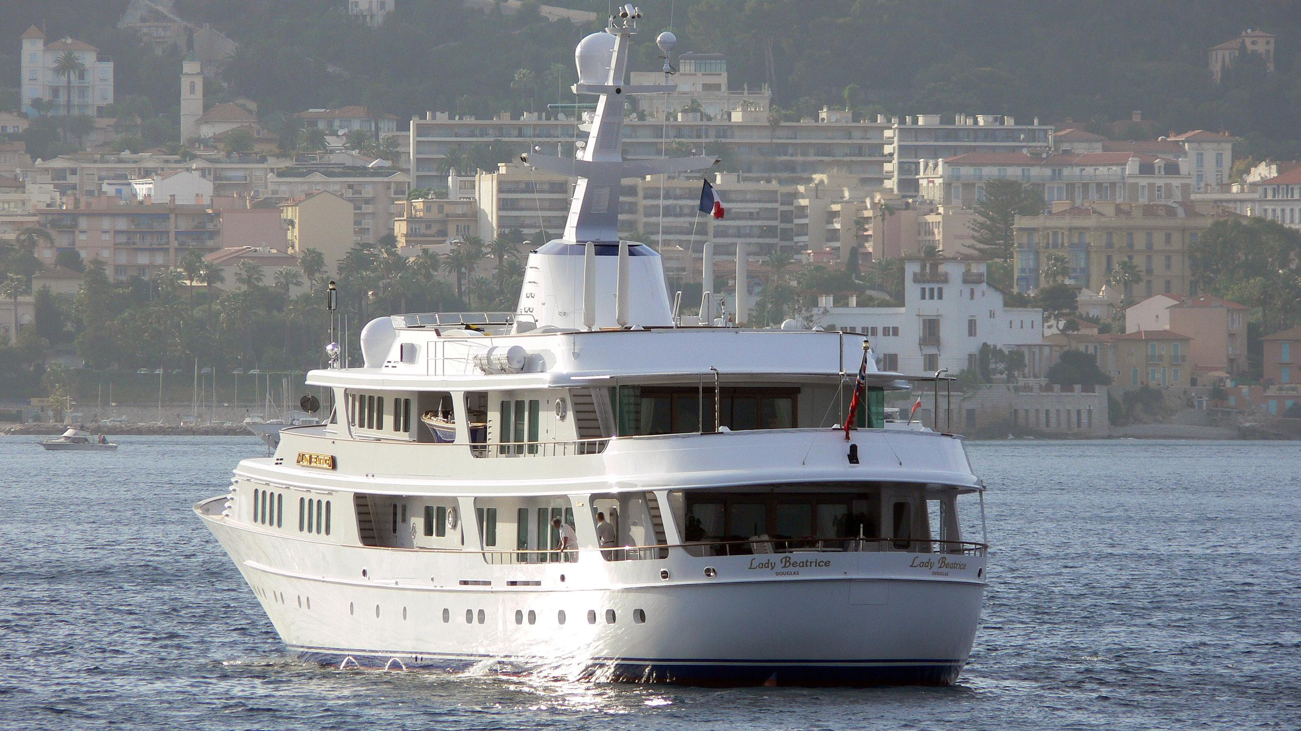 lady-beatrice-motor-yacht-feadship-1993-60m-stern