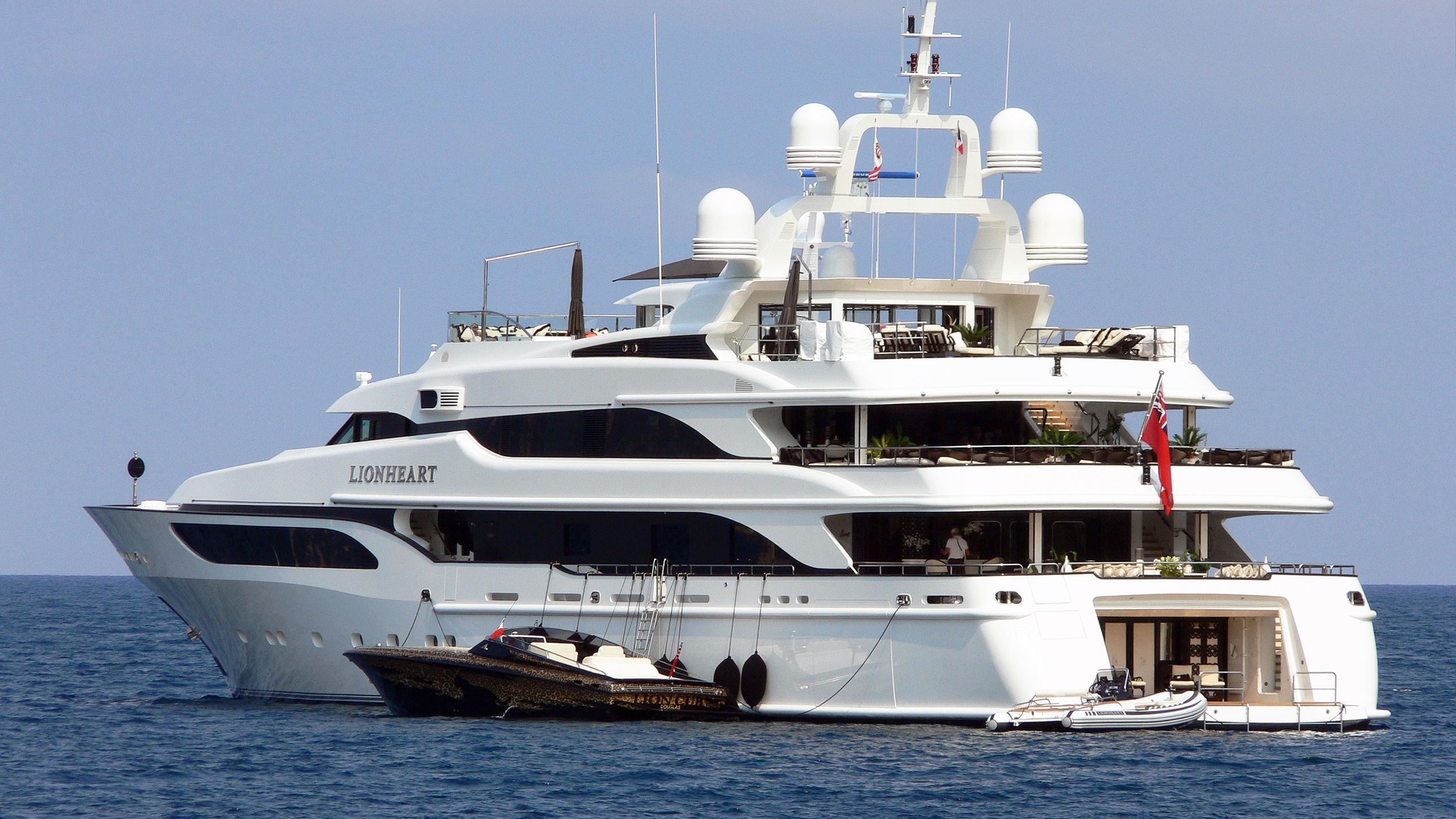lioness-v-motor-yacht-benetti-2006-63m-stern