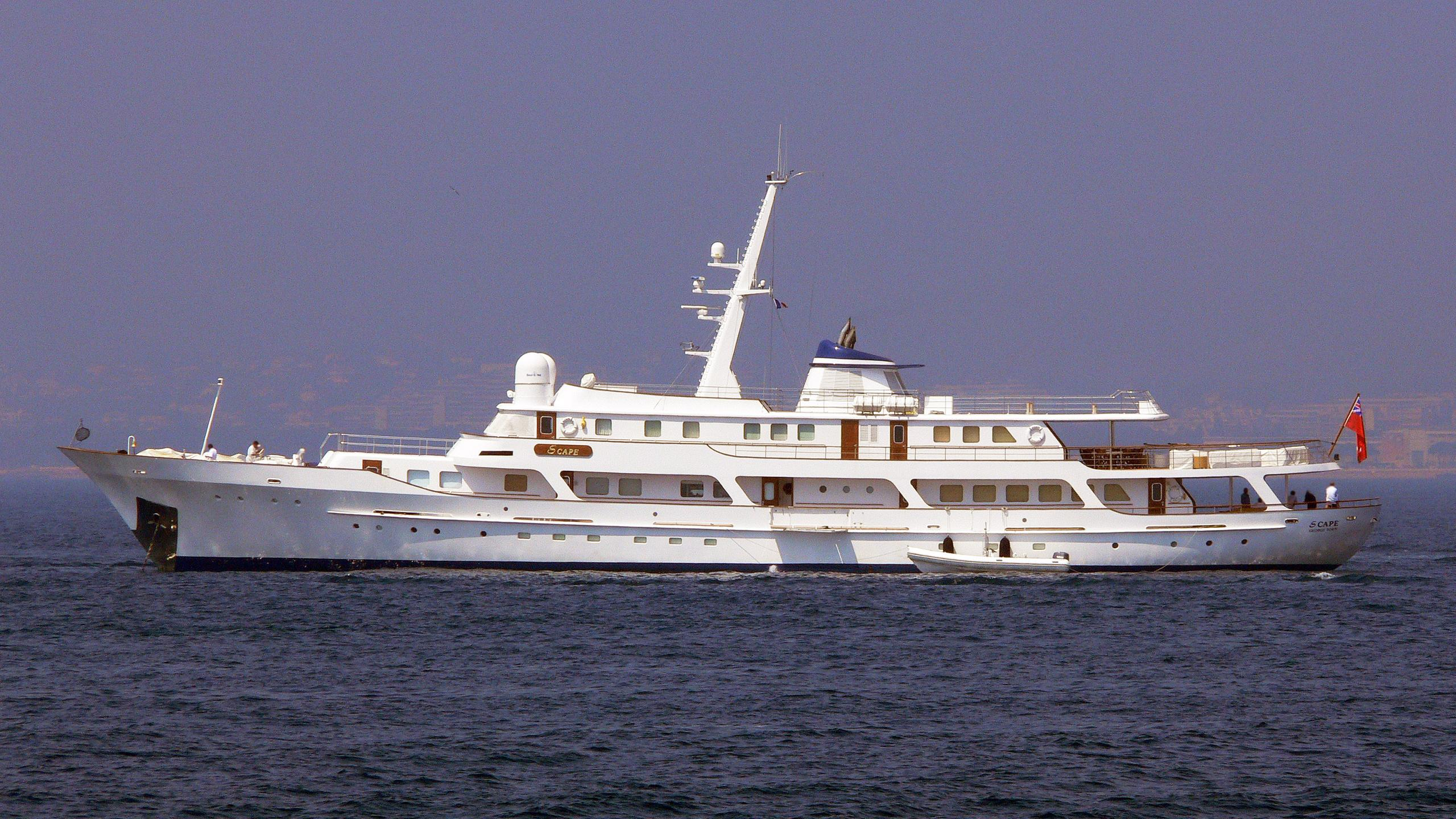 meserret-ii-motor-yacht-cammenga-1978-57m-before-refit