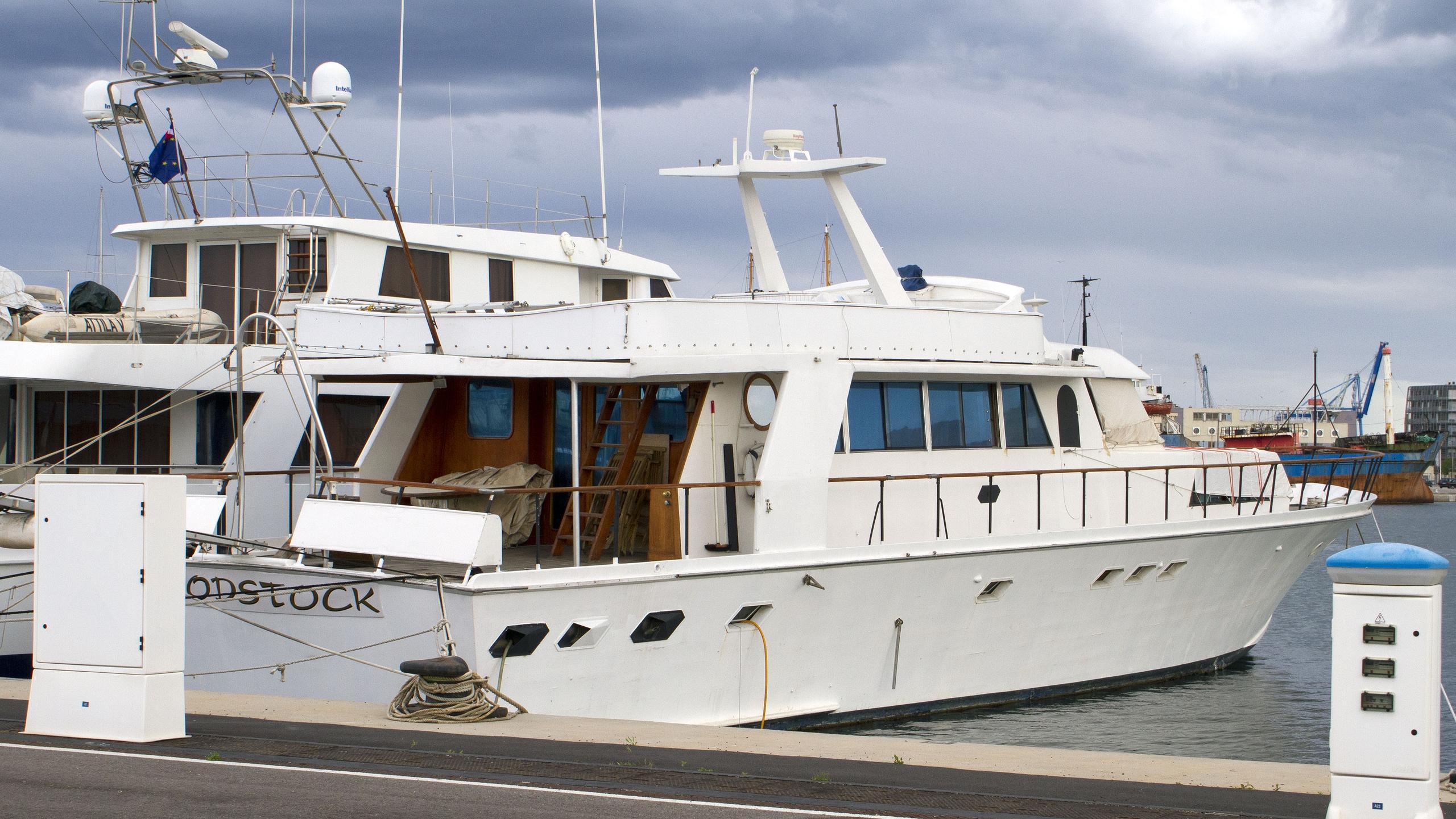 woodstock-motor-yacht-cnl-1993-27m-stern