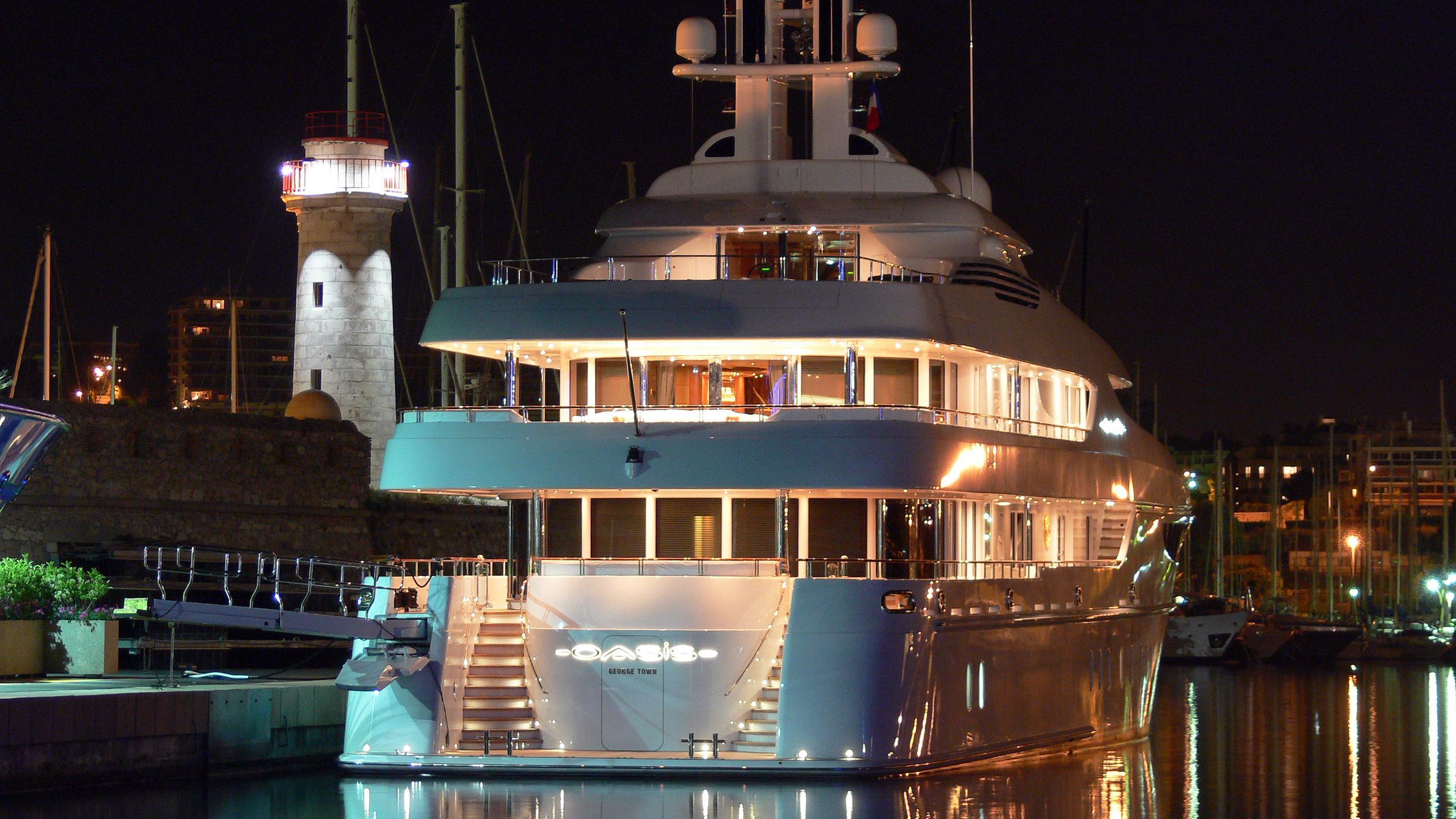 oasis-motor-yacht-lurssen-2006-60m-stern-by-night
