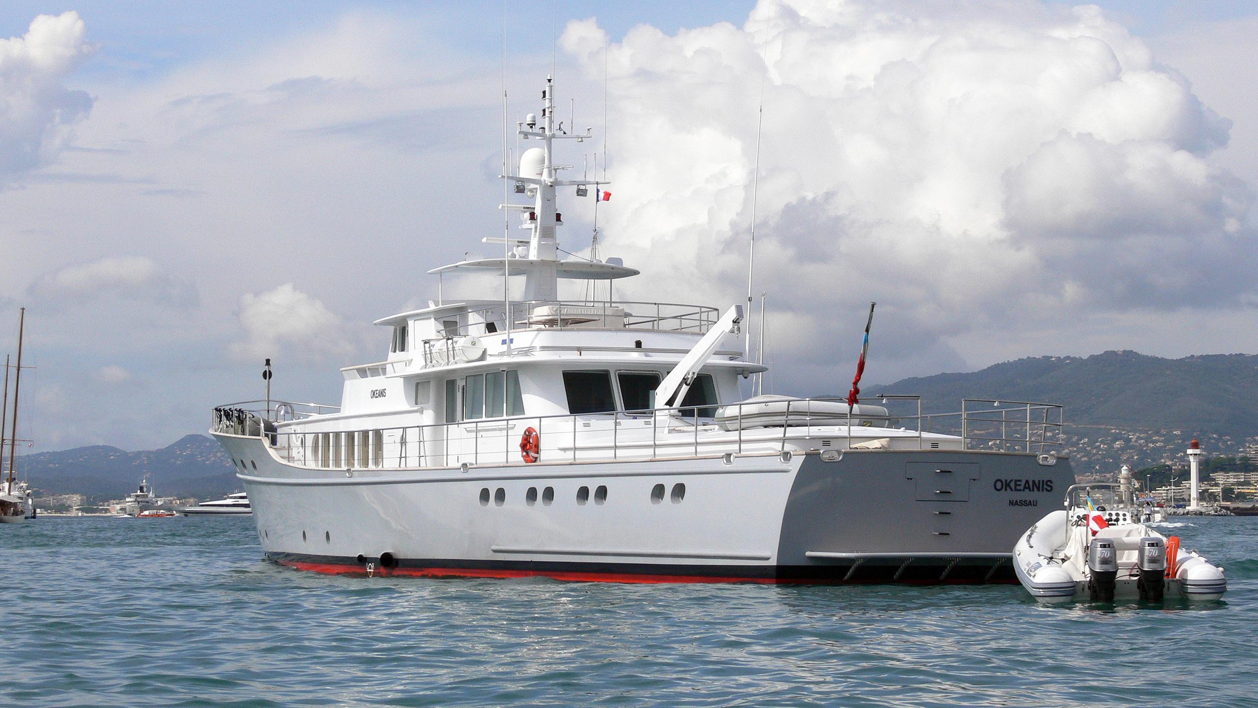 okeanis-motor-yacht-ocea-commuter-130-2003-40m-stern