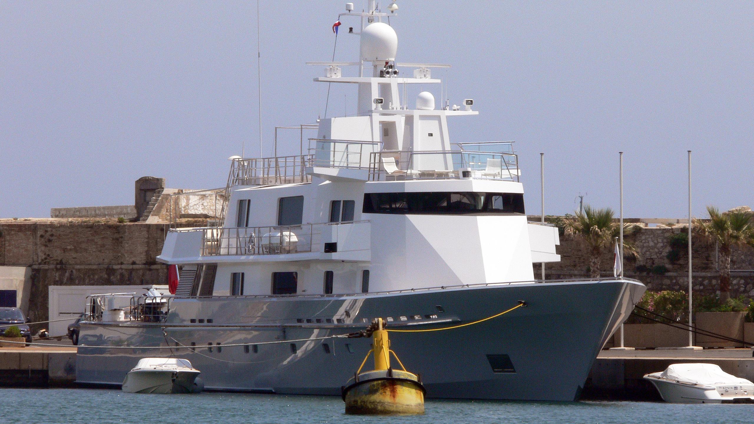 ronin-motor-yacht-lurssen-1993-58m-bow