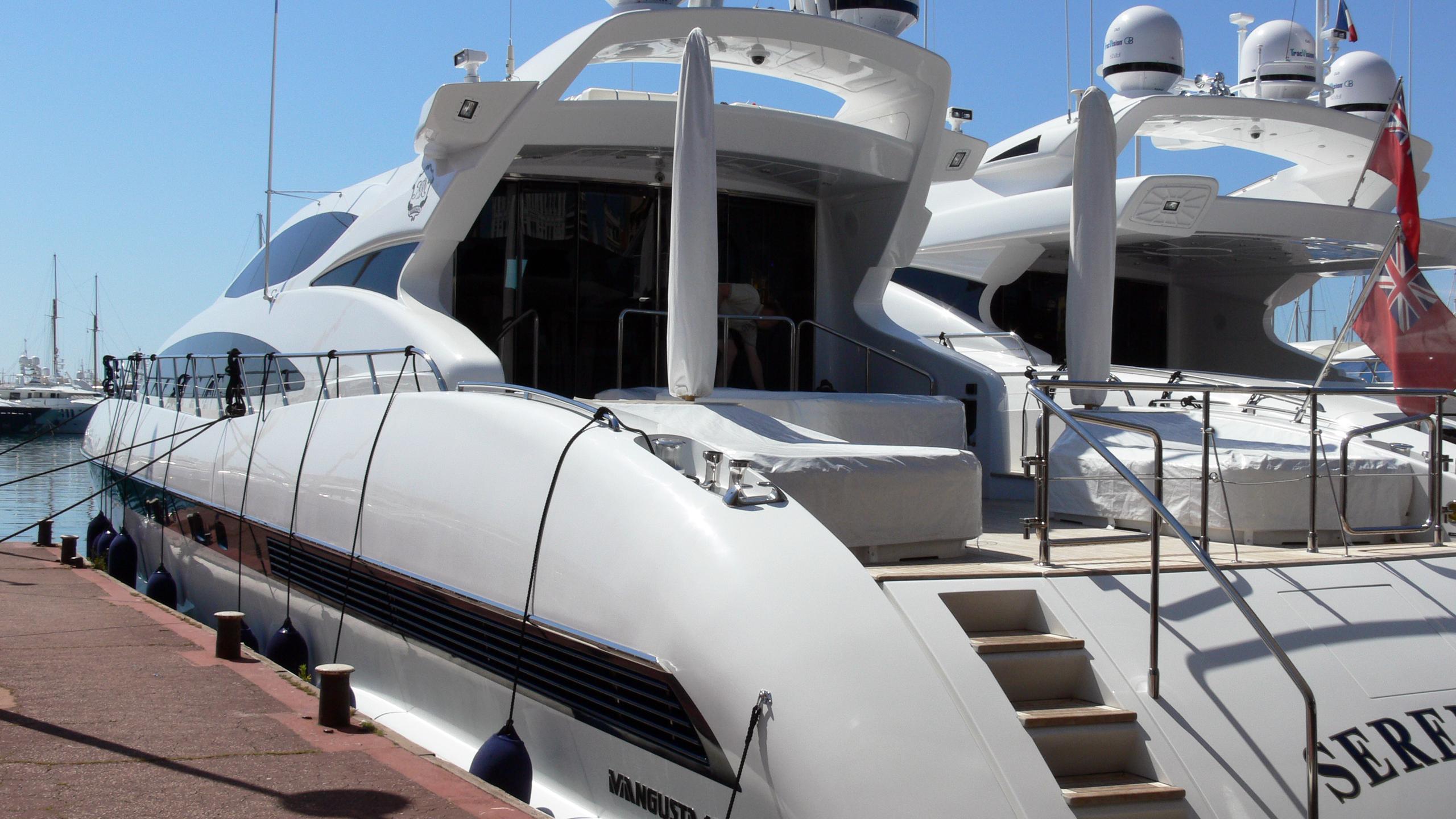 serenada-motor-yacht-overmarine-mangusta-105-2005-31m-stern