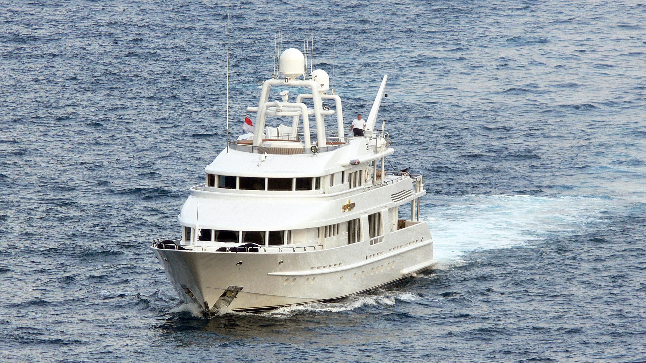 starship-motor-yacht-van-mill-topaz-143-1988-44m-cruising-bow
