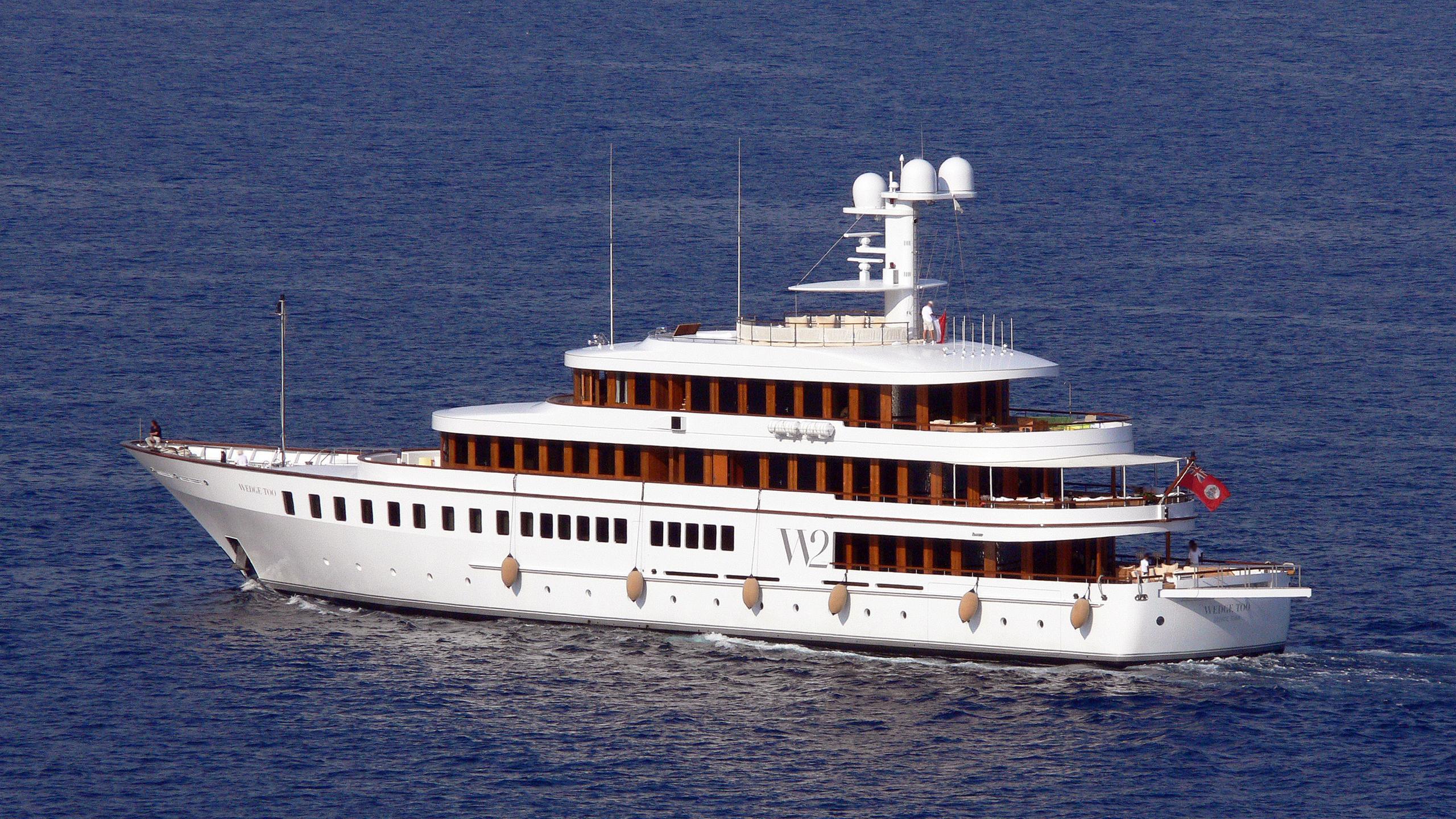 wedge-too-rmotor-yacht-feadship-2002-65m-half-profile-bow