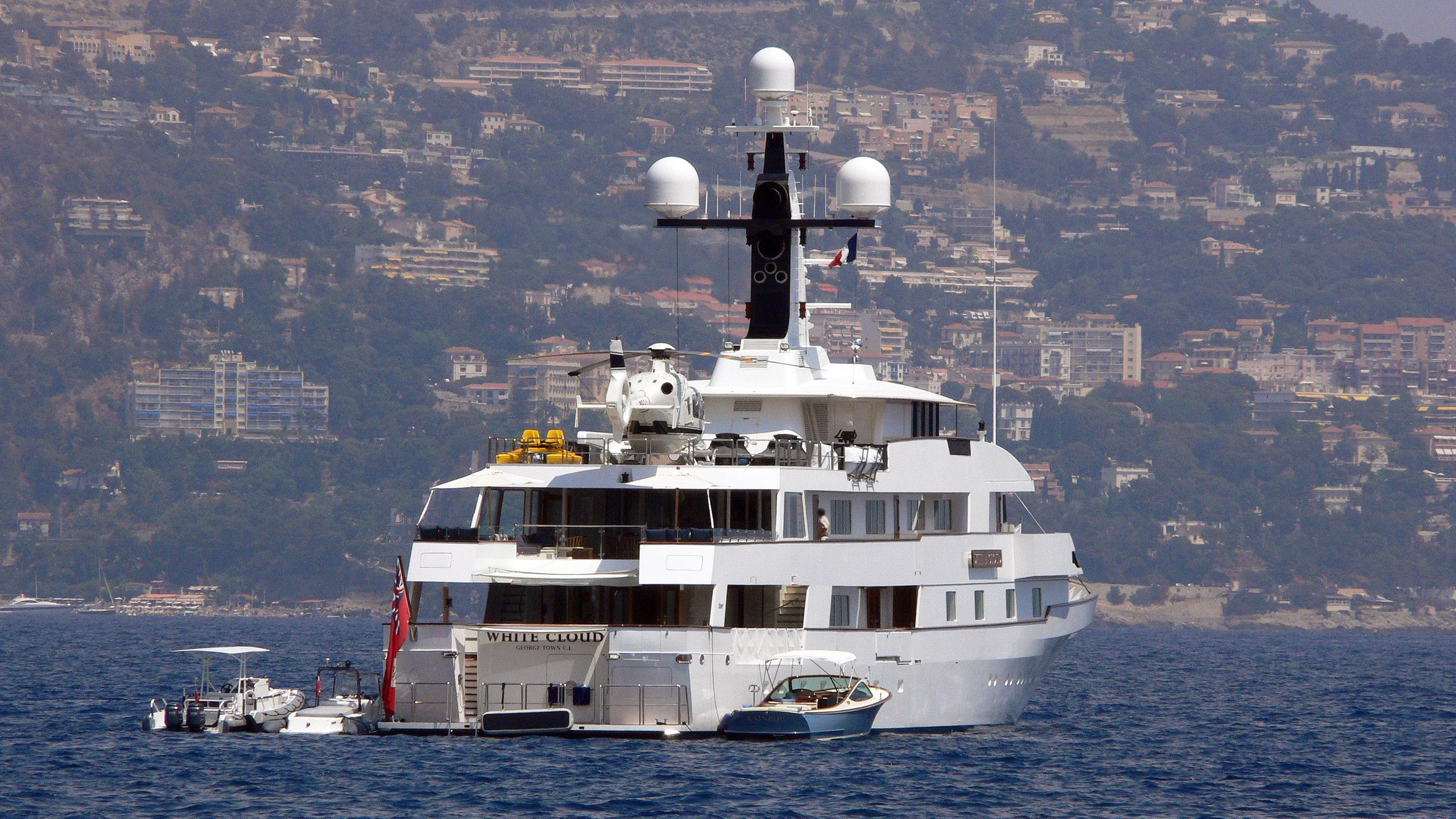 falcon-lair-motor-yacht-feadship-1983-67m-stern-before-refit