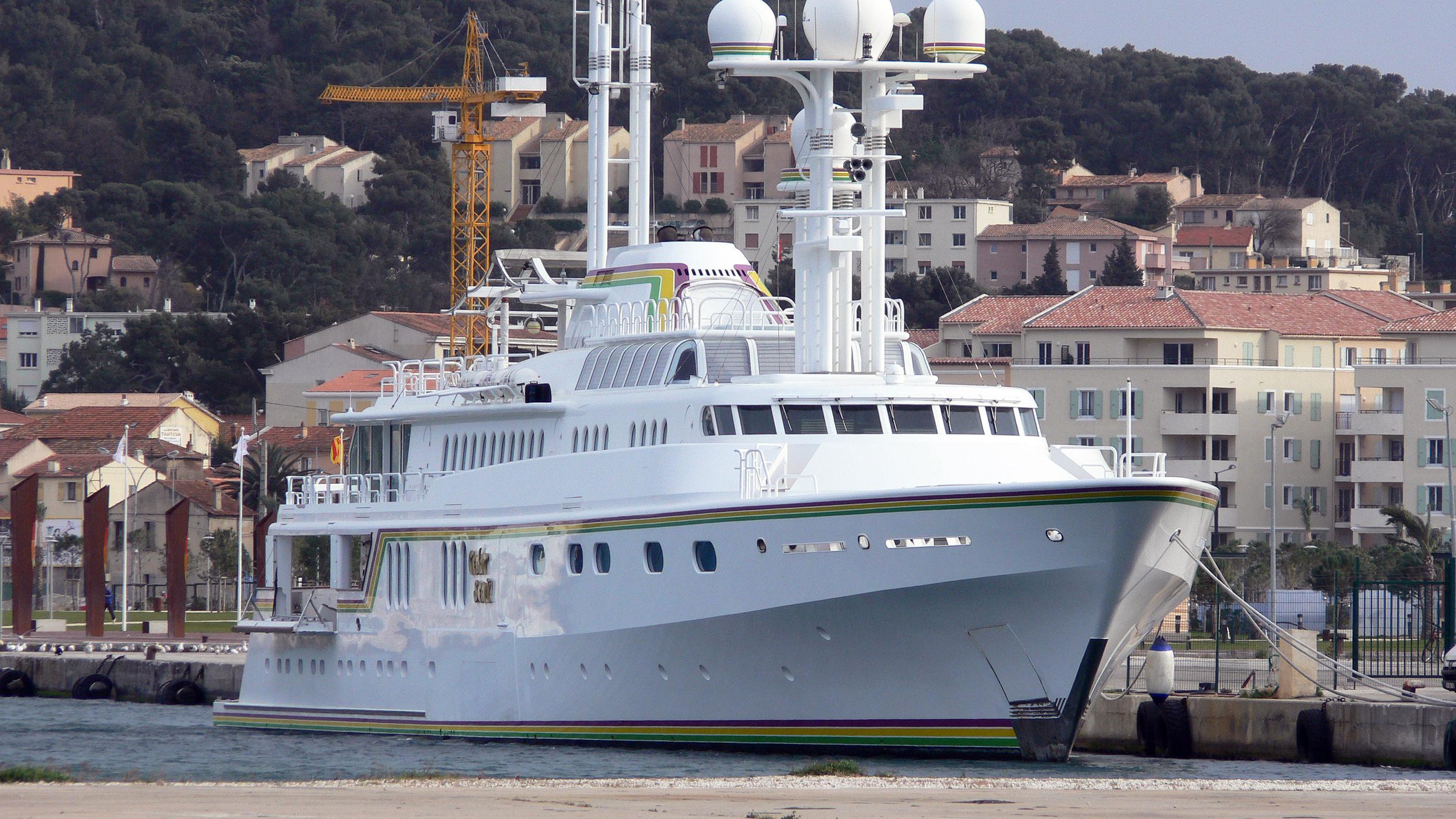 cedar-sea-ii-motor-yacht-feadship-1986-65m-bow