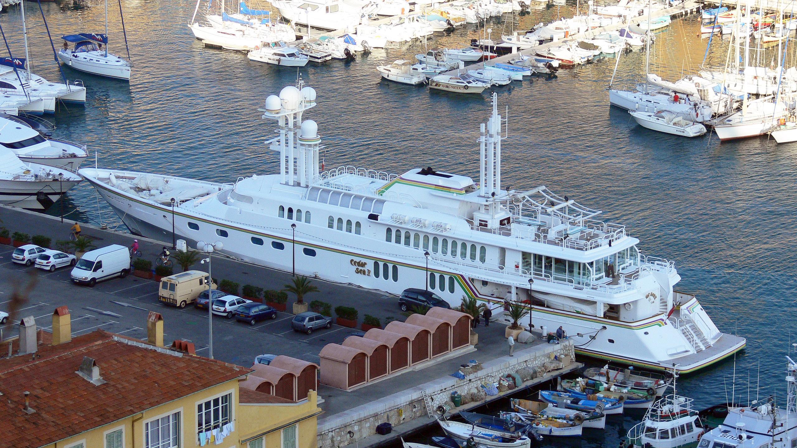 cedar-sea-ii-motor-yacht-feadship-1986-65m-aerial-stern
