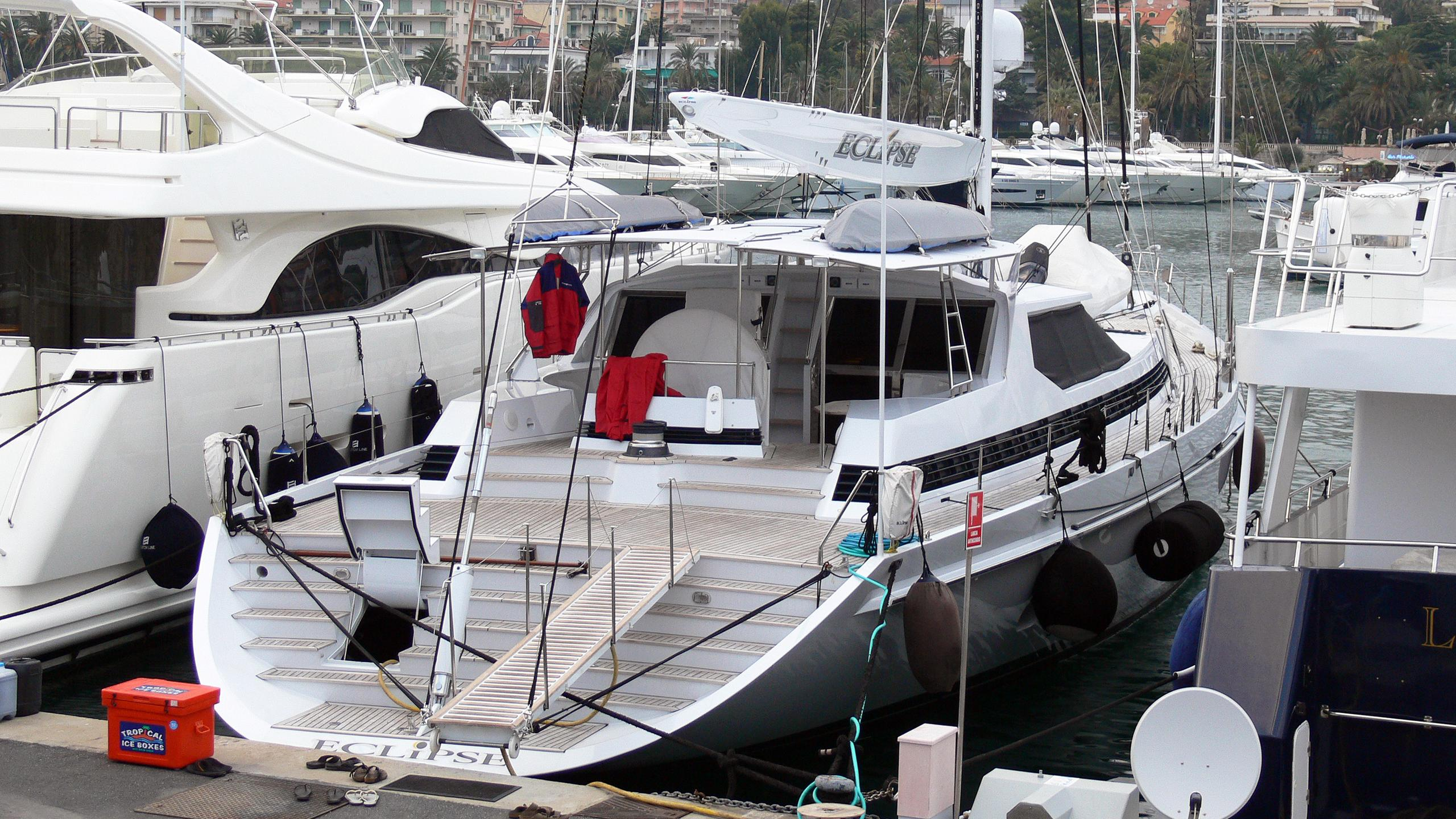 eclipse-motor-yacht-alloy-1991-33m-stern