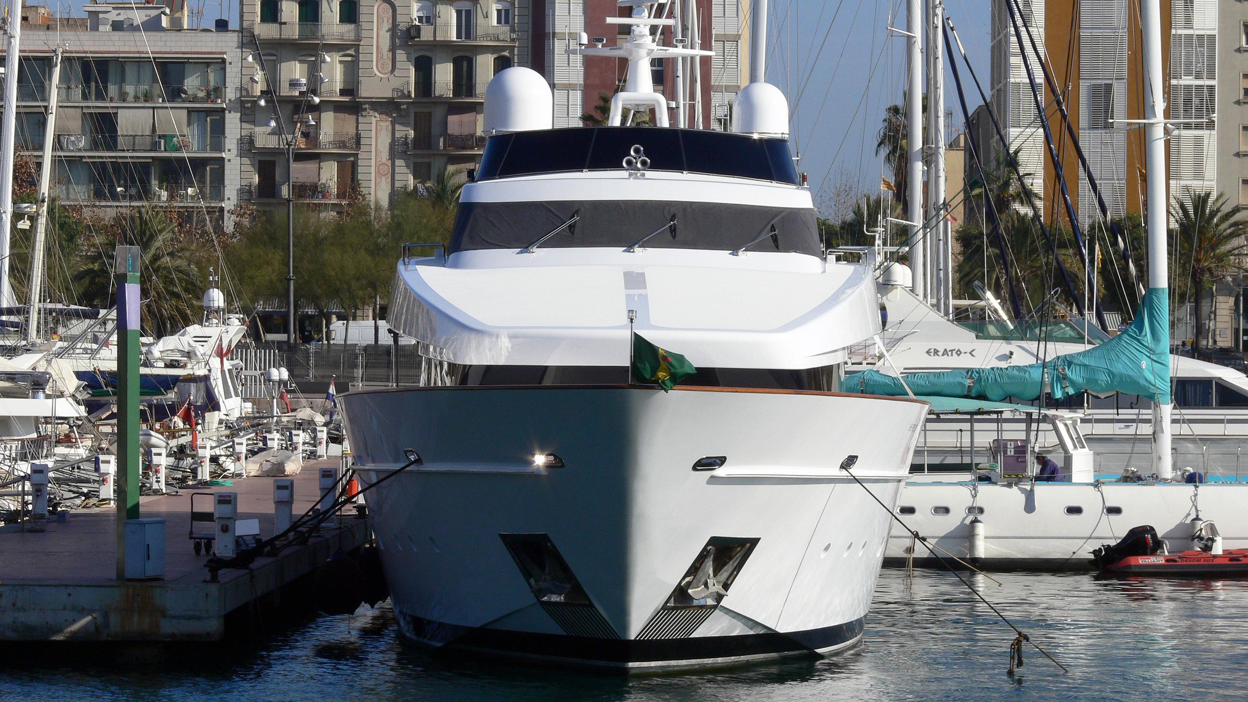 element-motor-yacht-cantieri-di-pisa-2002-42m-bow