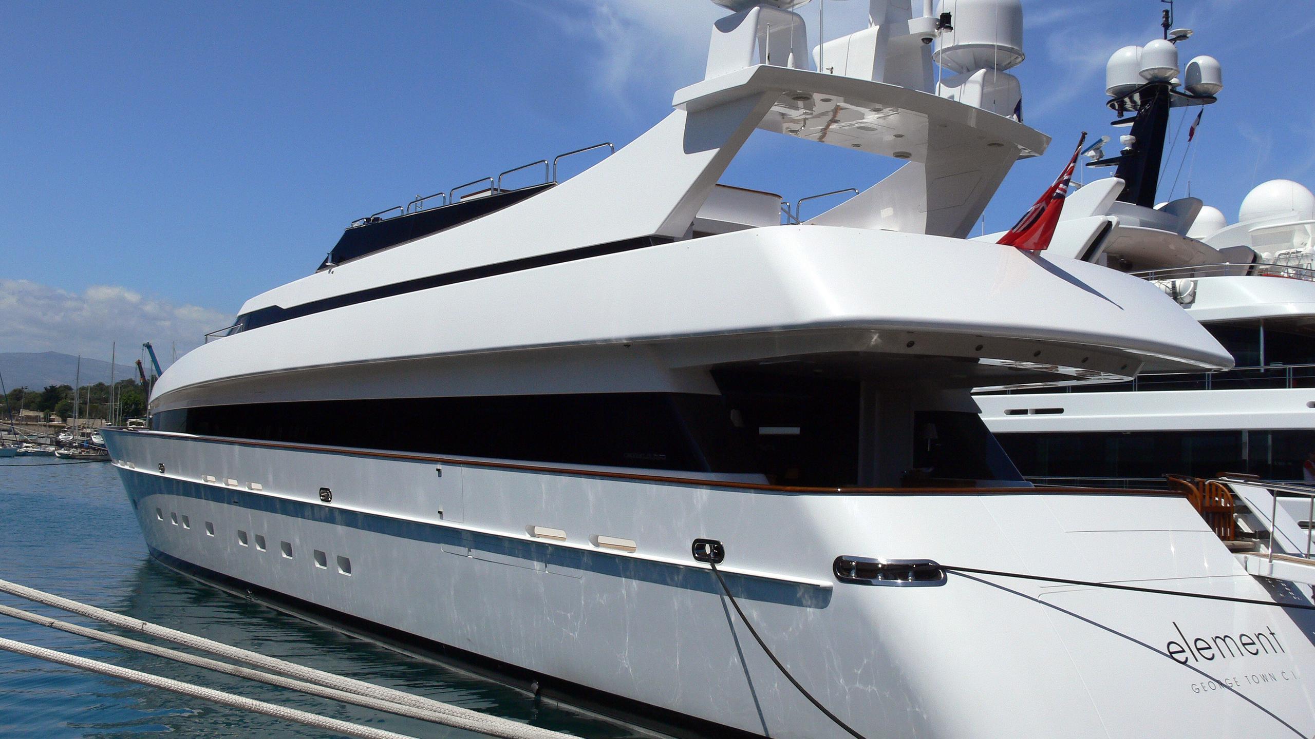 element-motor-yacht-cantieri-di-pisa-2002-42m-stern