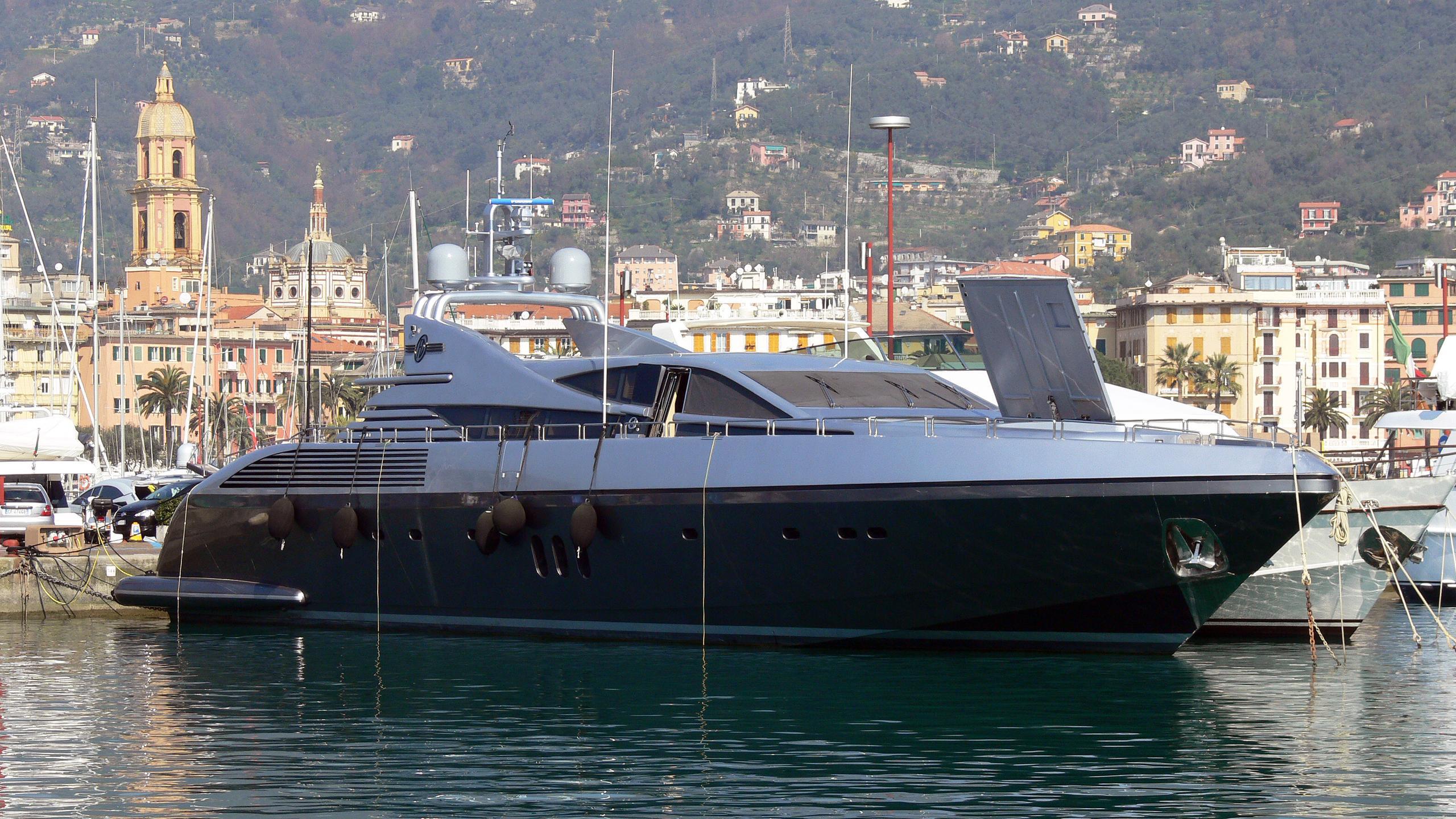 exxtreme-motor-yacht-codecasa-2005-35s-35m-half-profile