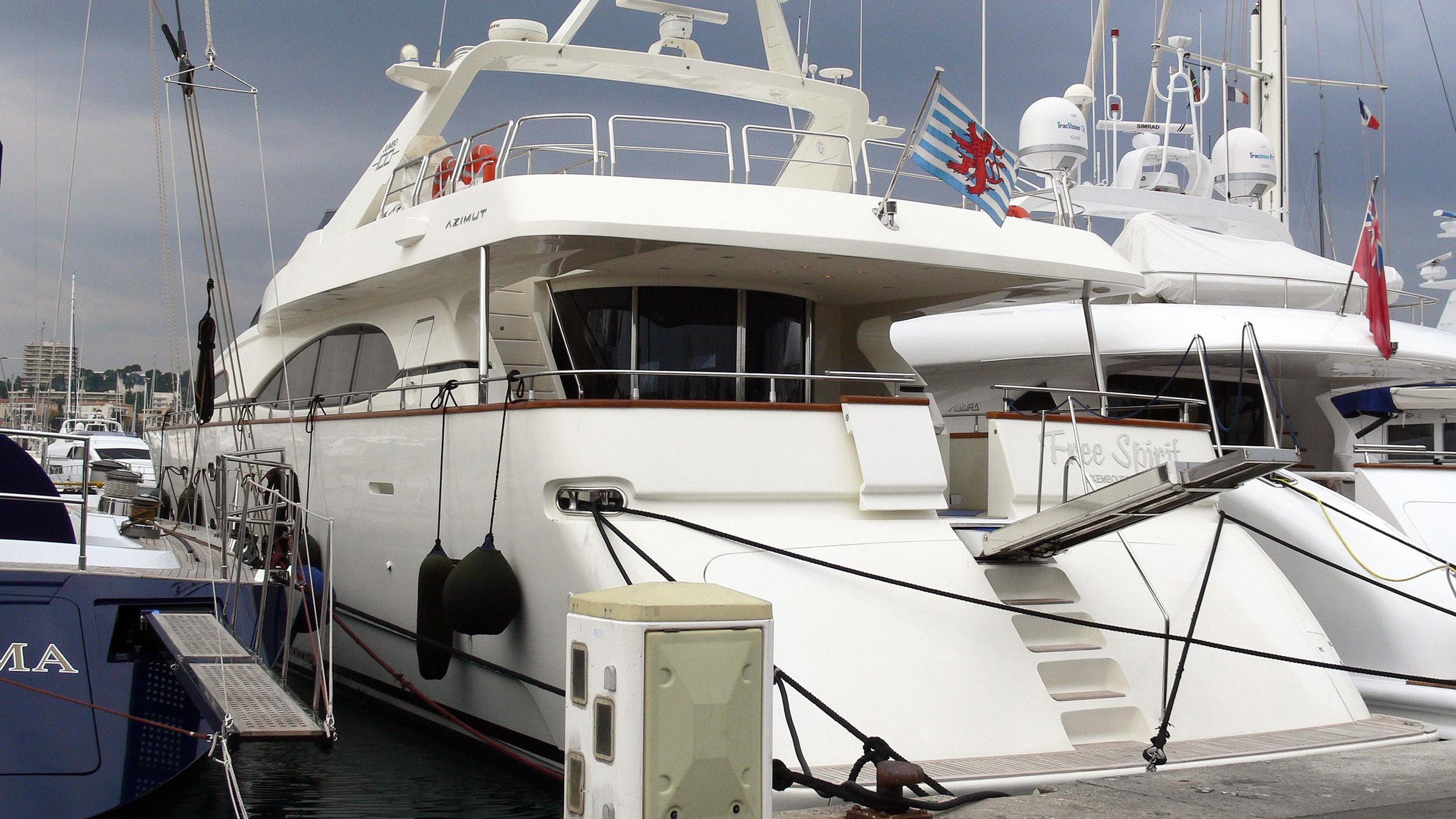 free-spirit-motor-yacht-azimut-100-jumbo-2003-30m-stern