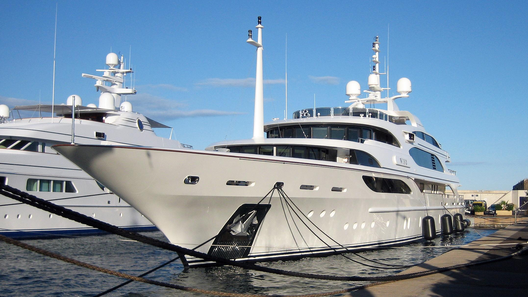 galkynys-motor-yacht-benetti-2007-59m-bow