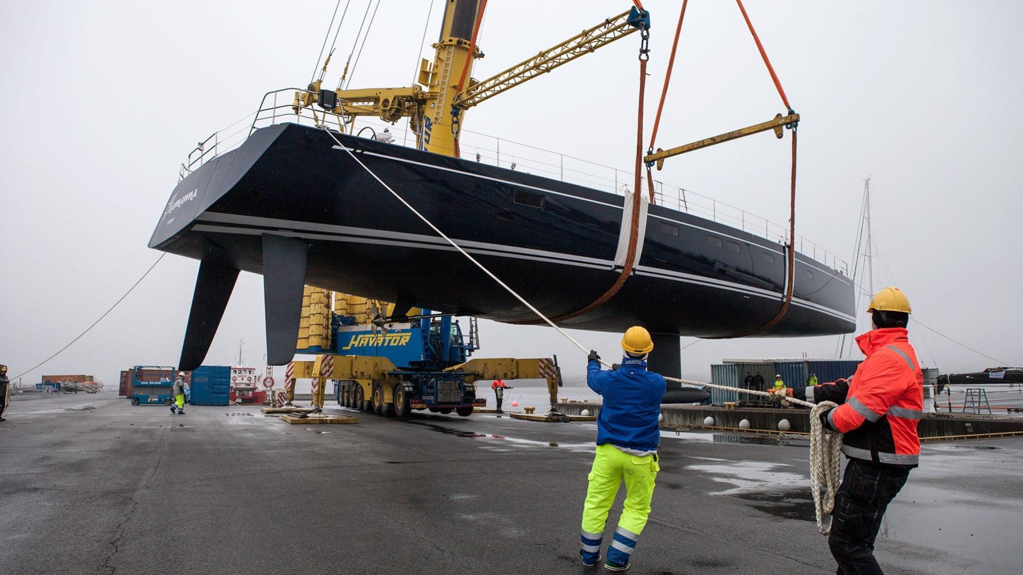 shamanna-motor-yacht-nautors-swan-115-fb-2016-35m-shipyard-hull-crane