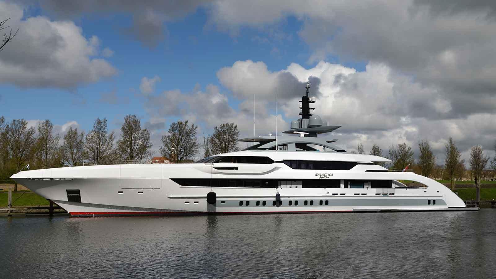 galactica-super-nova-motoryacht-heesen-yachts-2016-70m-profile-moored