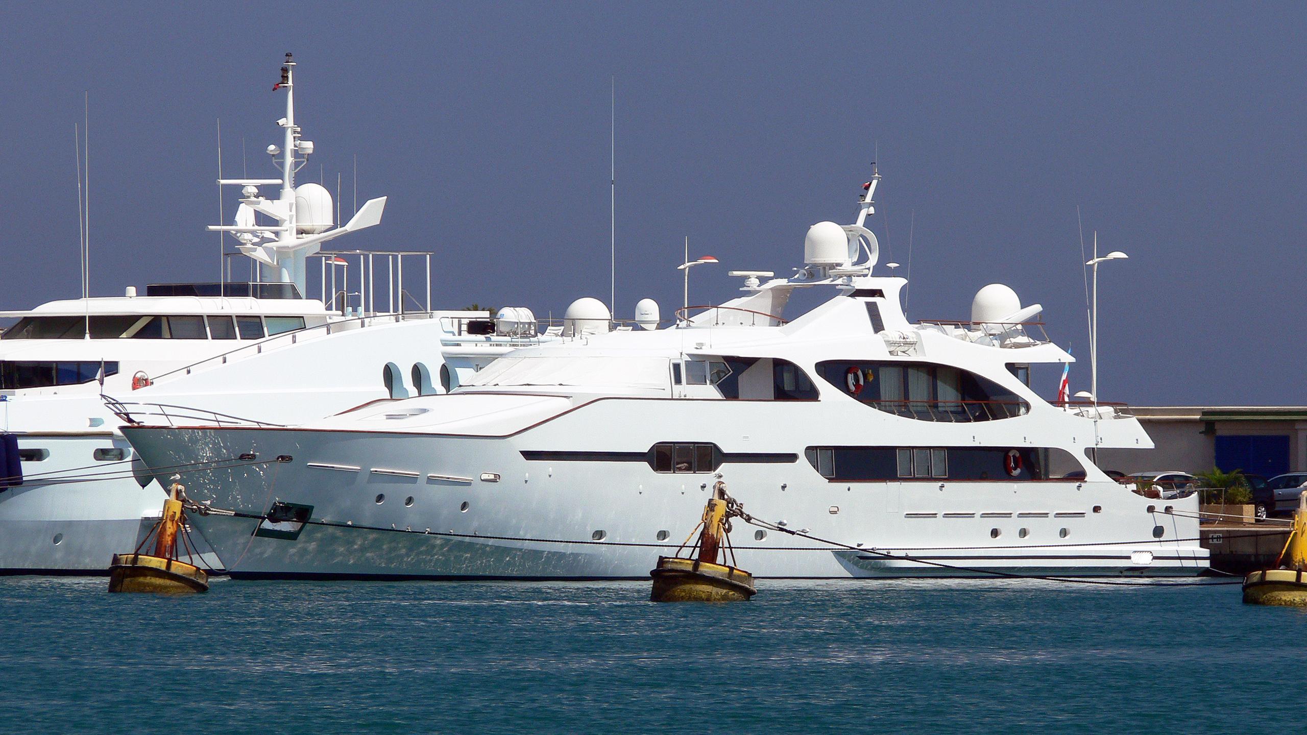 jameel-motor-yacht-crn-1985-50m-half-profile