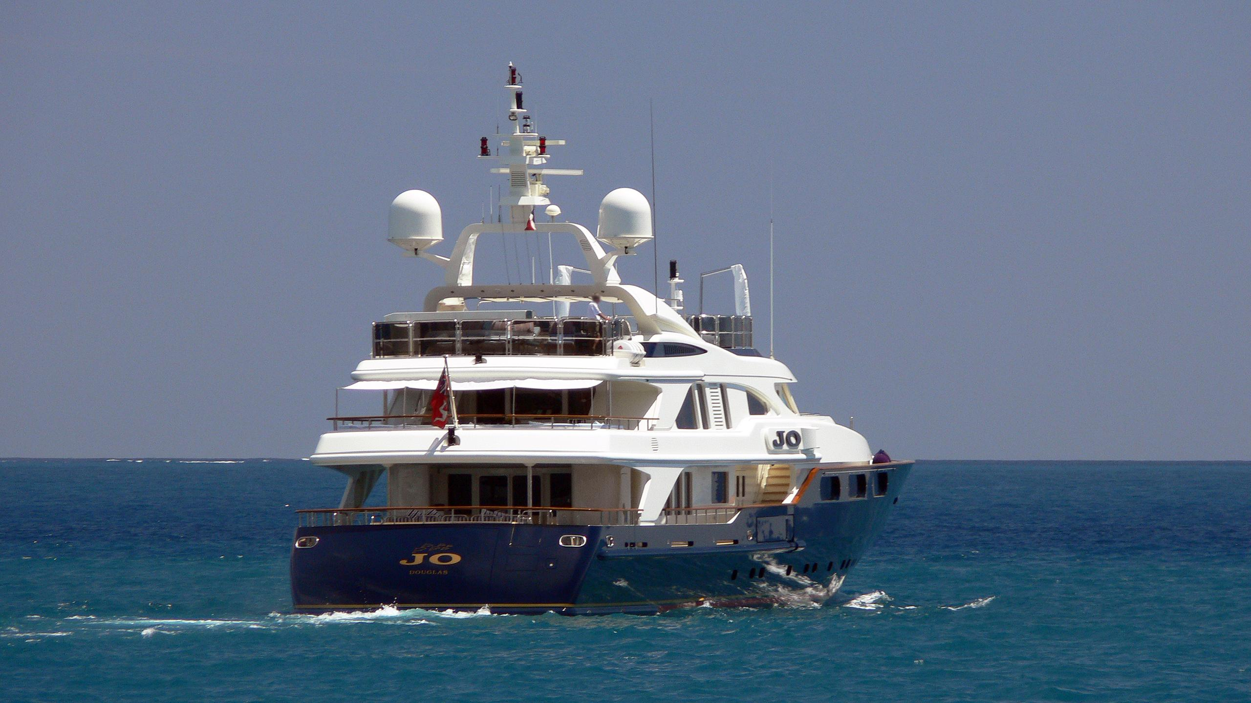 jo-motor-yacht-benetti-golden-bay-2004-50m-cruising-stern
