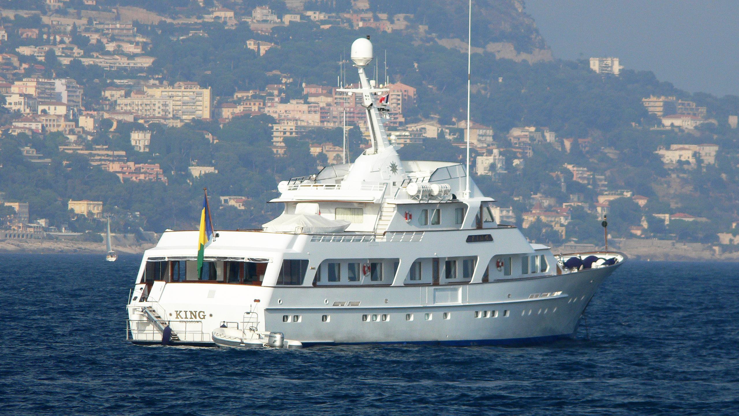 king-k-motor-yacht-feadship-1981-42m-stern