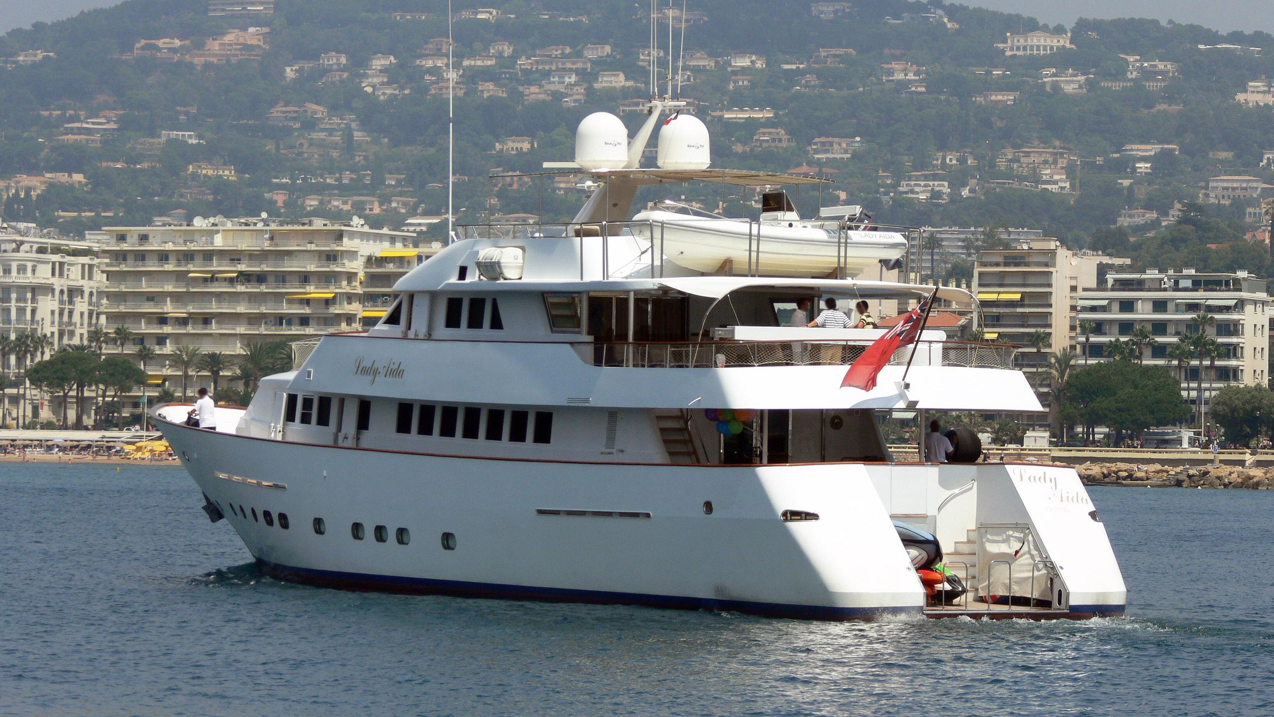 lady-aida-motor-yacht-bugari-1990-36m-stern