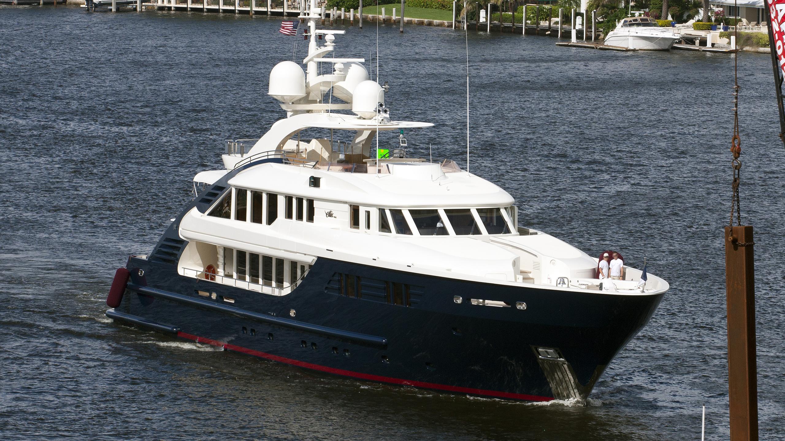 ledra-motor-yacht-isa-470-2004-47m-profile