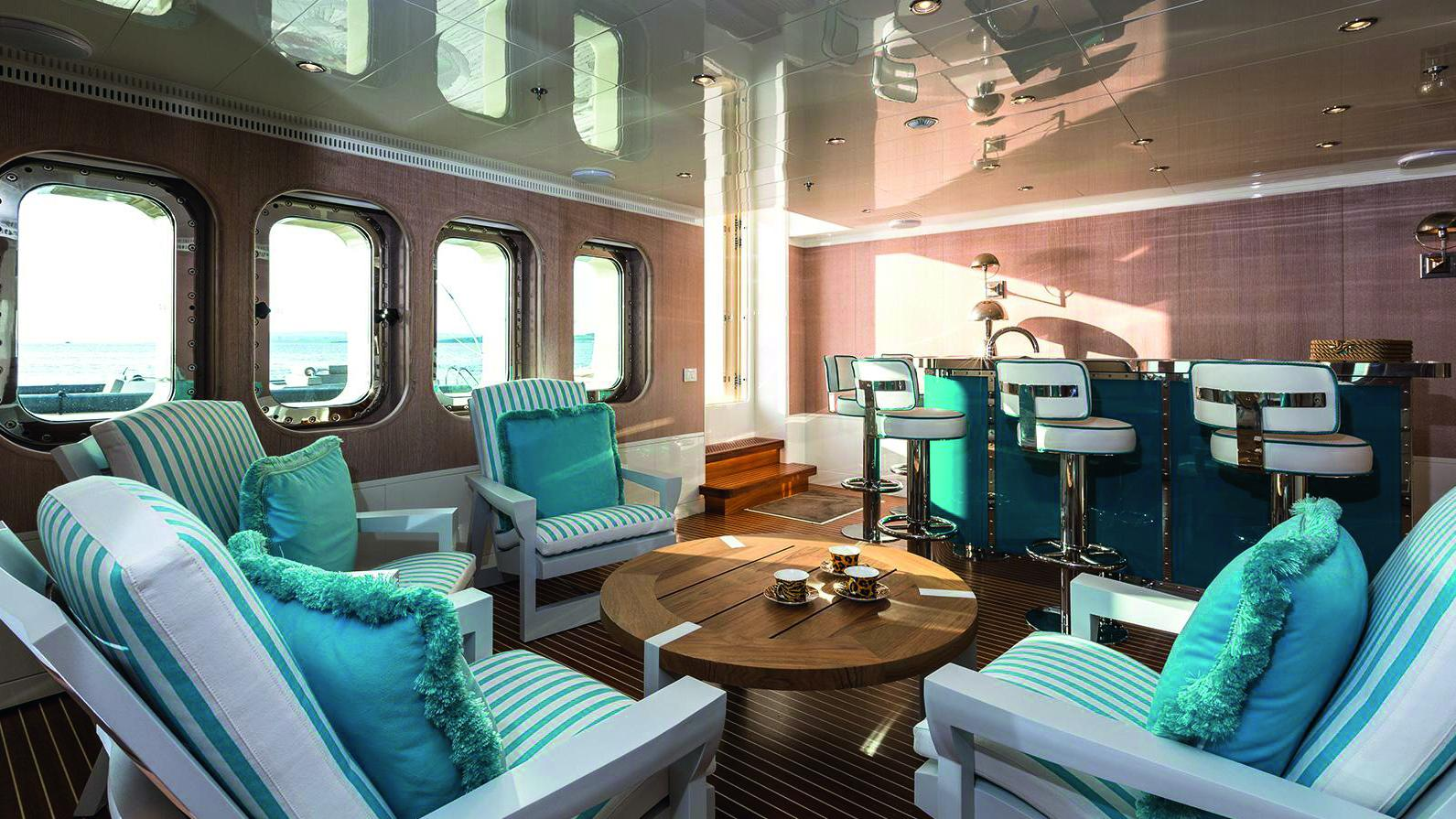 lady-candy-motor-yacht-benetti-2013-56m-beach-club-lounge