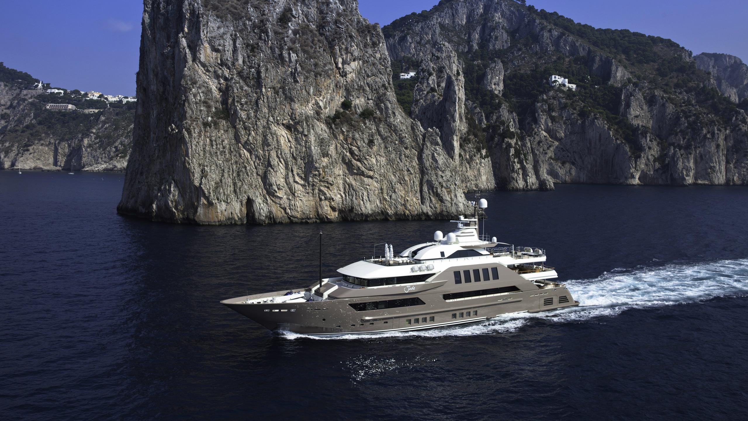 j-ade-motor-yacht-crn-2013-58m-cruising-capri