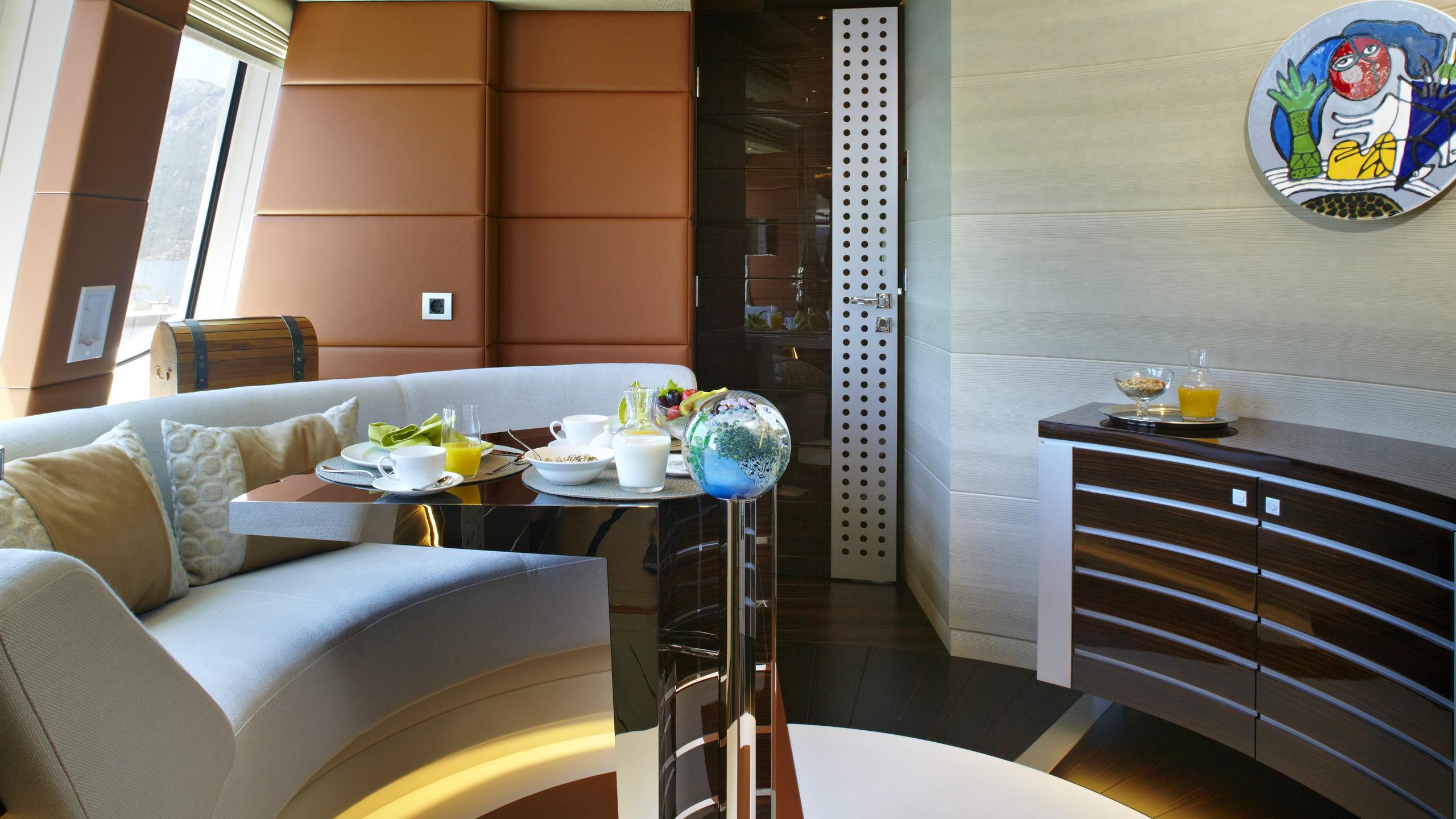 odyssea-como-lady-petra-motor-yacht-heesen-2012-47m-circular-saloon